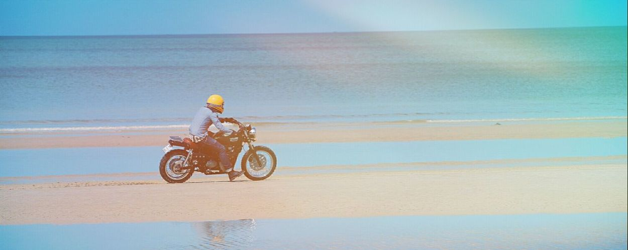 Sometimes all you need is warm salt breeze in the and some dirt up your sleves. Hanging Out Enjoying Life Relaxing Expofilm Triumphmotorcycles Scrambler Saltinair Dirtupthesleves First Eyeem Photo