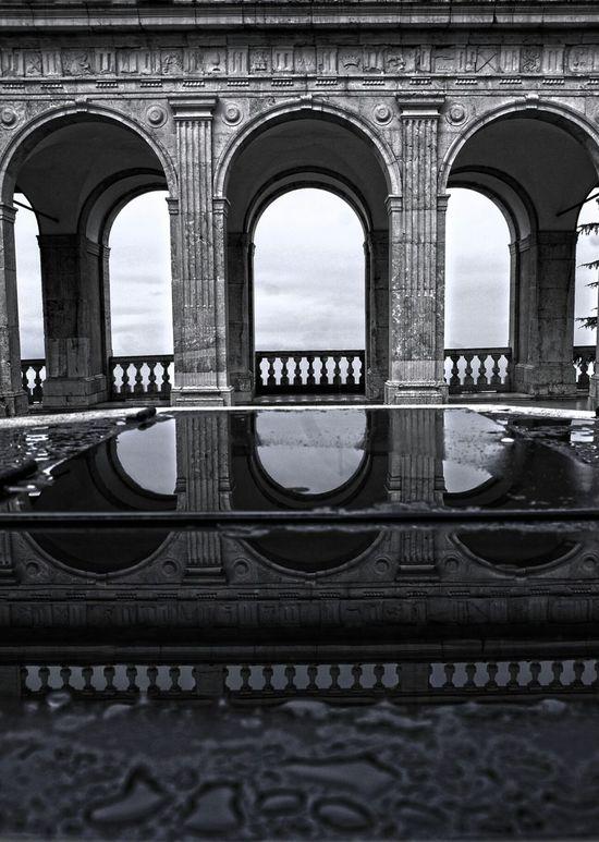 Riflessi Pioggia Abbazia Architettura Enjoying Life Sottosopra