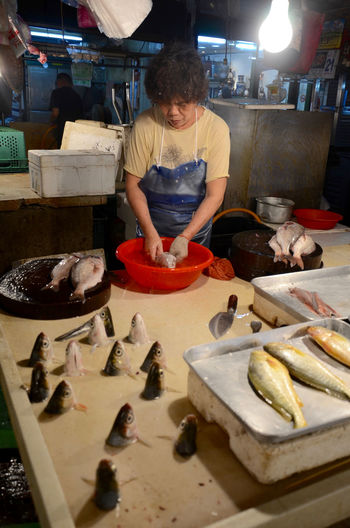 Cleaning Fish Fish Heads Fish Market Fish Meat Fish Stall Fishmonger Person Selling Fish