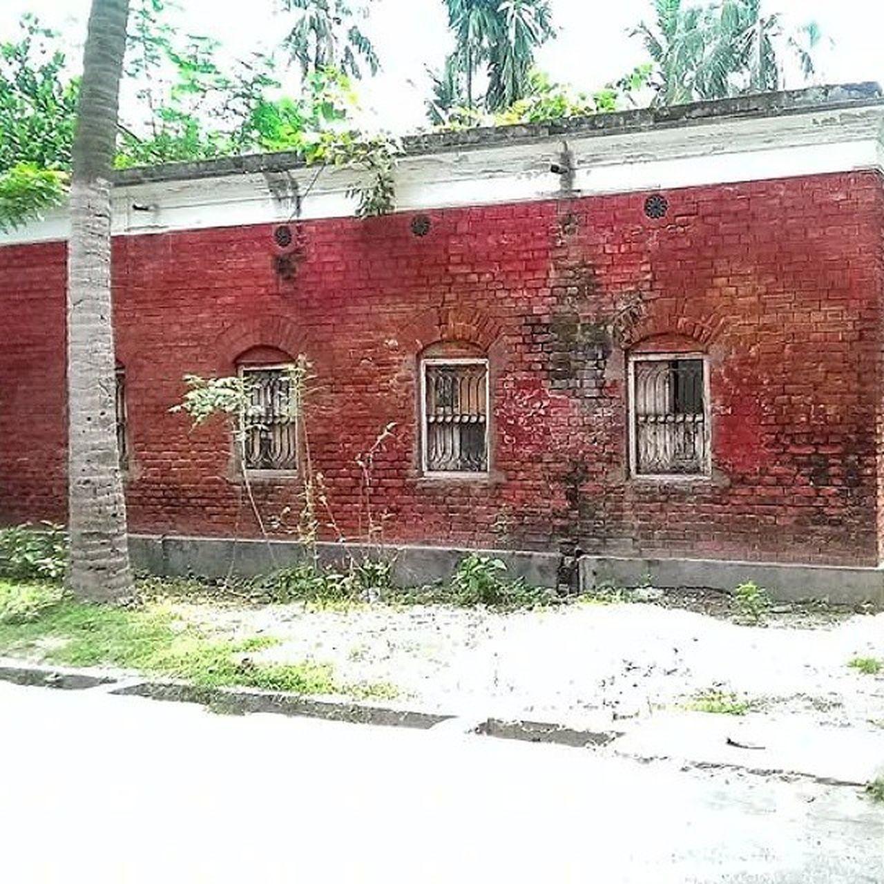 Red_brick_house_kushtia_Bangladesh Eyemtravel Eyeembangladesh Kushtia Redbrickwall Redbricks Houses And Windows Streetphotography Bangladesh