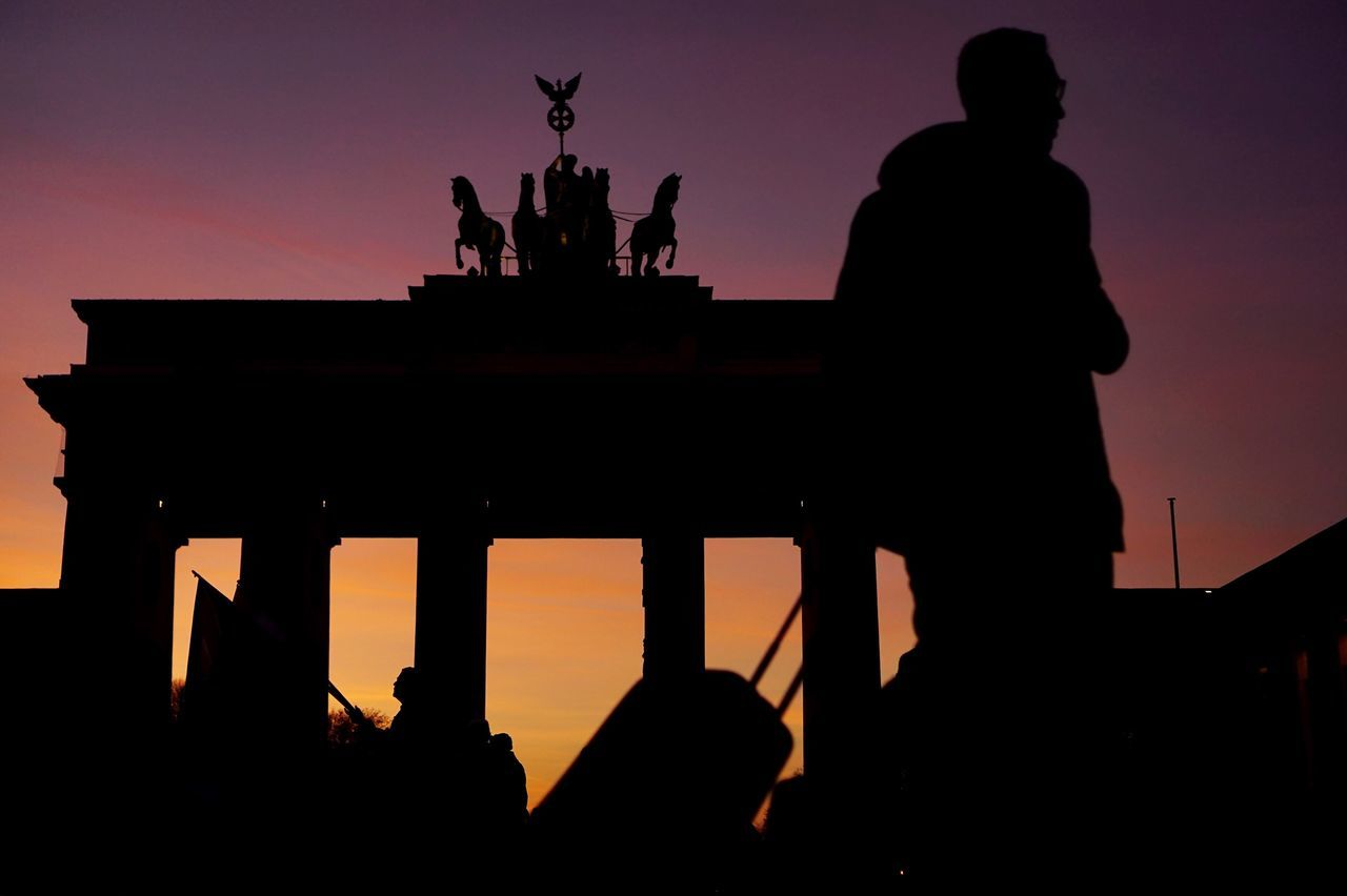 Travel Berlin Silhouette Human Representation Sunset Real Photography Architecture Tourism Tourist Streetphotography Historical Building Walking Around Outdoors Adults Only Brandenburger Tor Colors Sky Collection Sky Berlin Photography