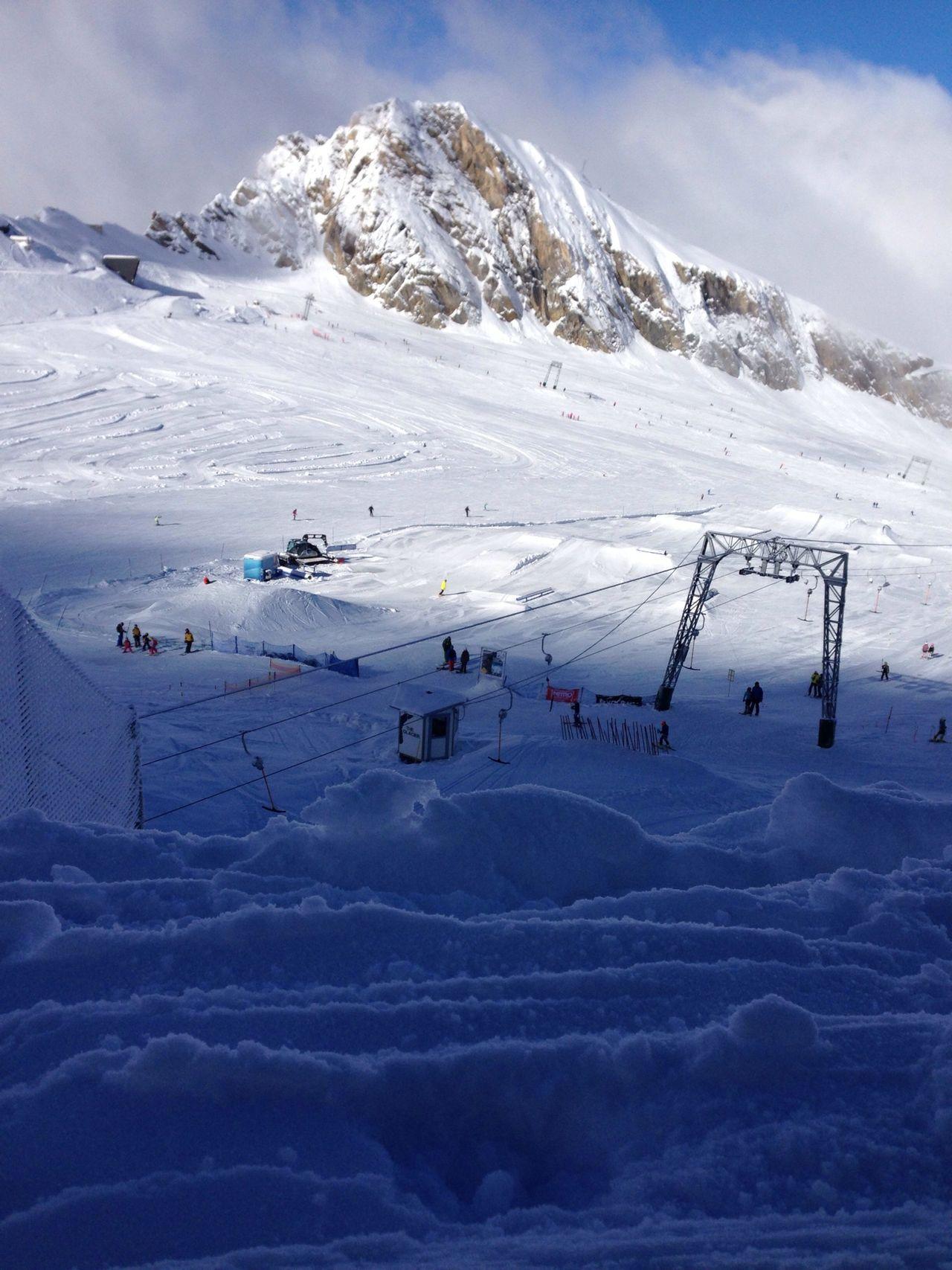 Escaping Relaxing Mountain Enjoying The Sun Mountain Range Outdoor Photography Cable Skiing Walking On Snow