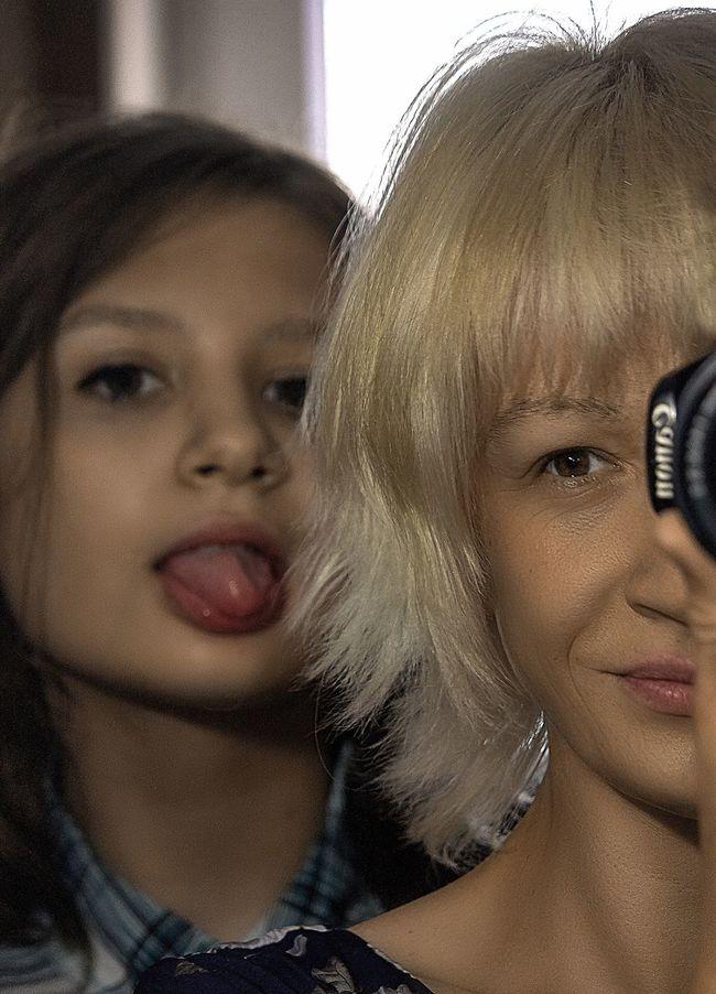 Всех фотографов , всех кто держит в руках камеру . Для кого фотография хобби , для кого фотография работа и смысл жизни поздравляем с российским Днём Фотографа . Всем всем удачных кадров и прибудет с вами Светосила ... Russia Focus On Foreground Selective Focus Detail EyeEm Best Shots Canon Selfportrait Face Human Face Color Portrait Lifestyles Enjoying Life Portraits Portrait Photography Portrait