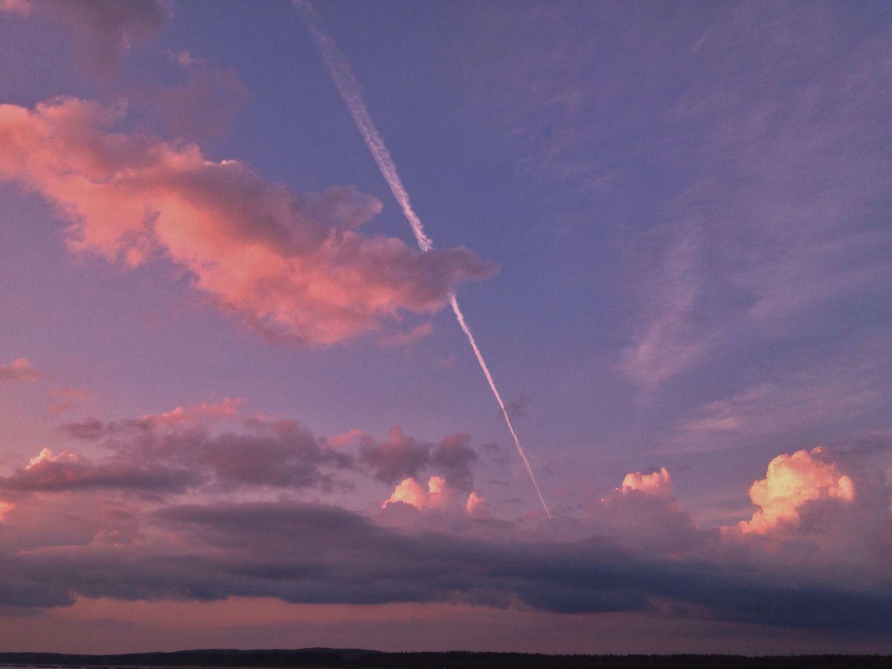 IPhone IPhoneography Mobilephotography EyeEm Nature Lover Beauty In Nature Beauty In Nature EvningGlow Evning Sky Sky Vapor Trail