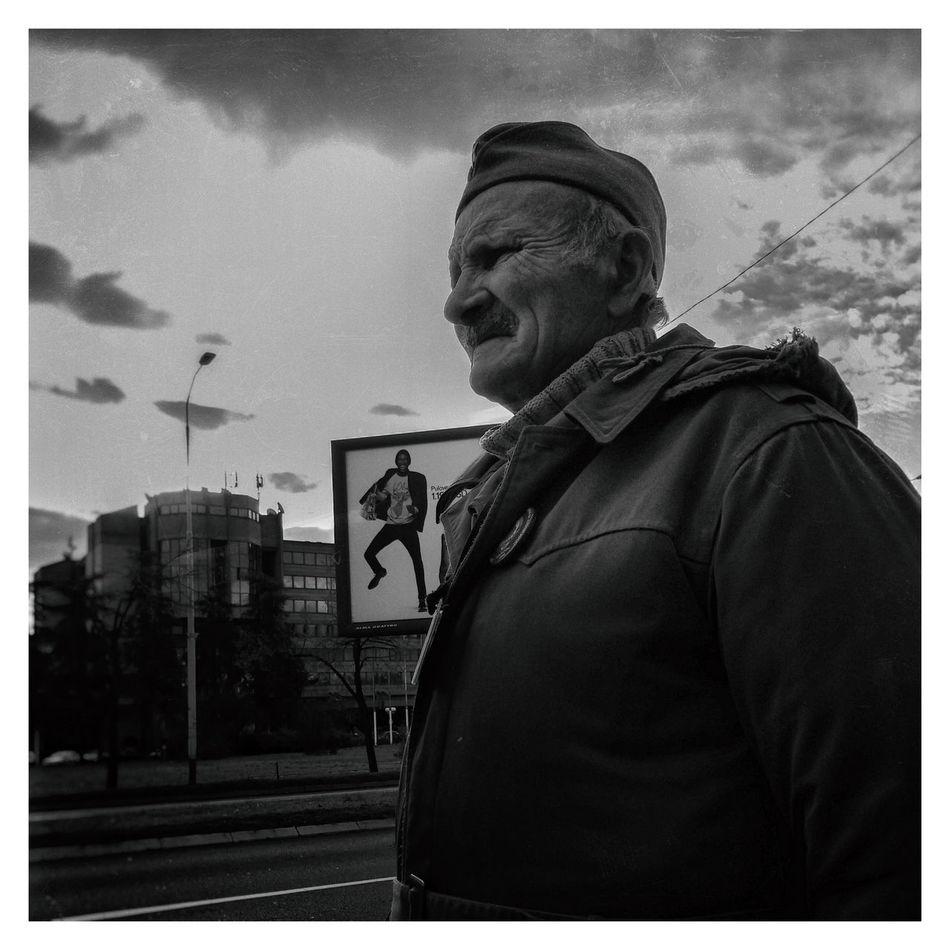 Looking Streetphotography Streetphoto_bw Peoplephotography Blackandwhite