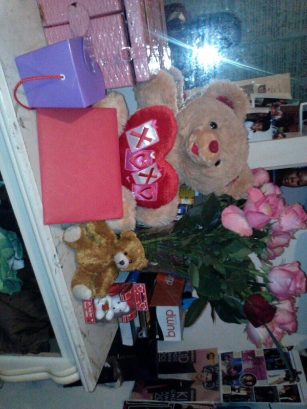 My. Valentine's Day gifts from my best friend ahh you so nice I love him