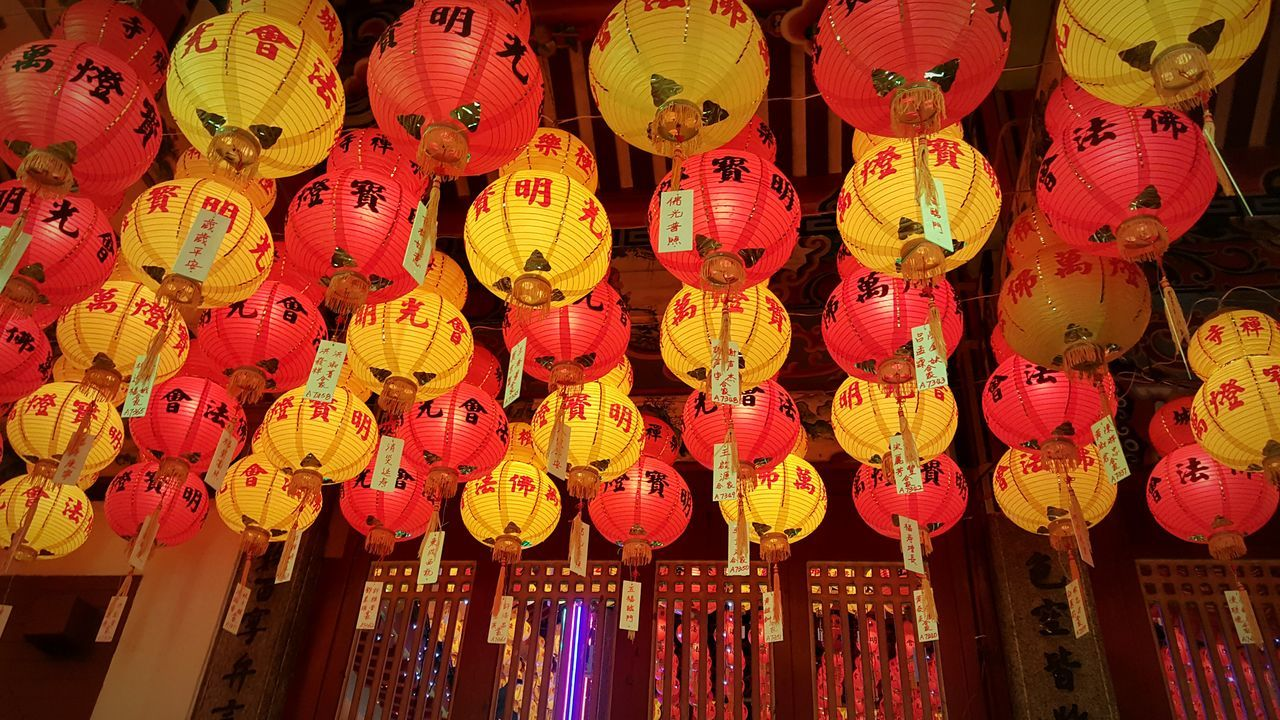 hanging, lantern, chinese lantern, cultures, chinese lantern festival, chinese new year, lighting equipment, decoration, paper lantern, celebration, in a row, no people, repetition, low angle view, large group of objects, abundance, traditional festival, night, tradition, illuminated, red, outdoors, multi colored