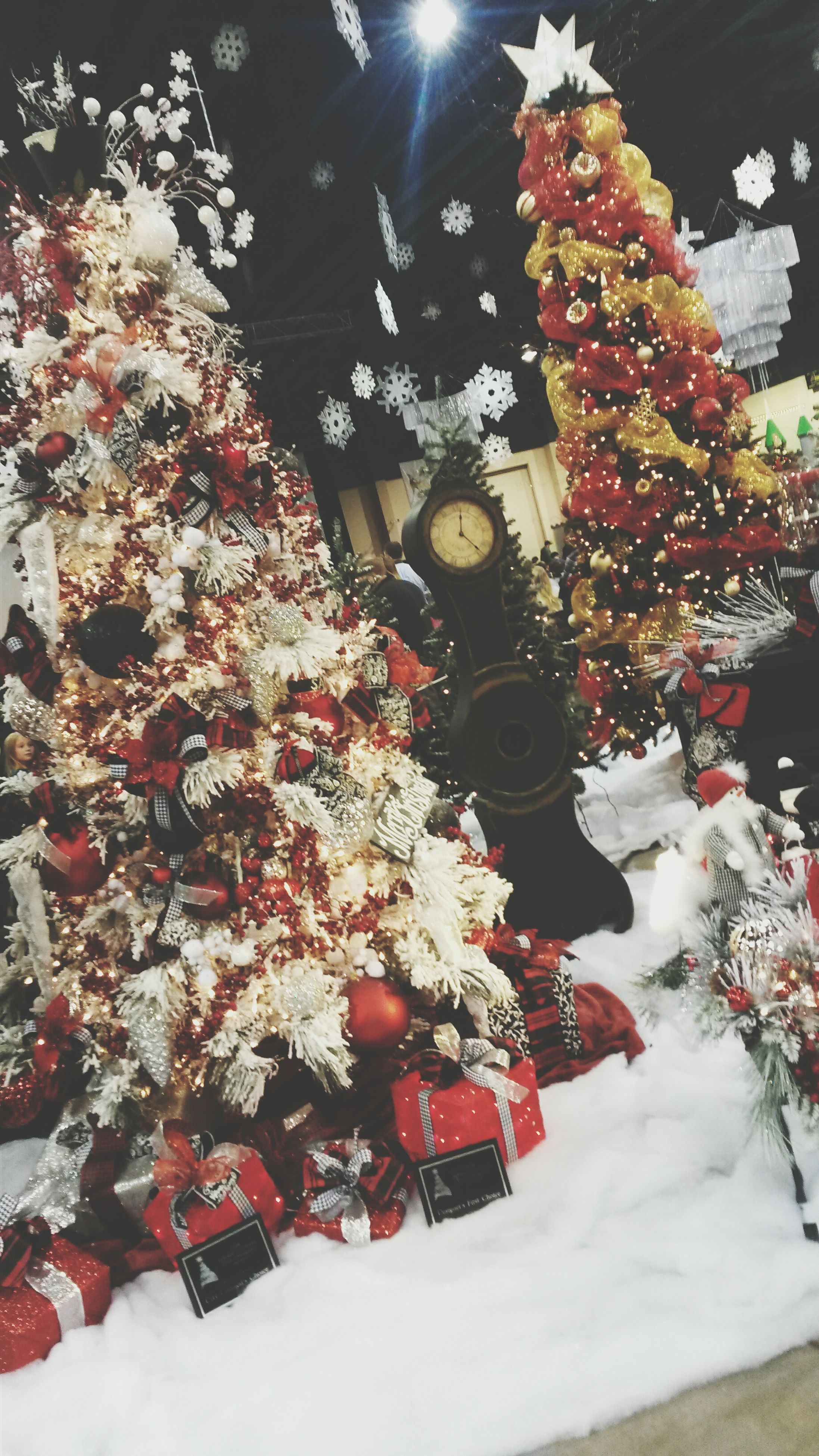 decoration, hanging, christmas, celebration, flower, tradition, indoors, lighting equipment, religion, red, illuminated, cultures, no people, christmas decoration, table, white color, christmas tree, lantern, tree, spirituality