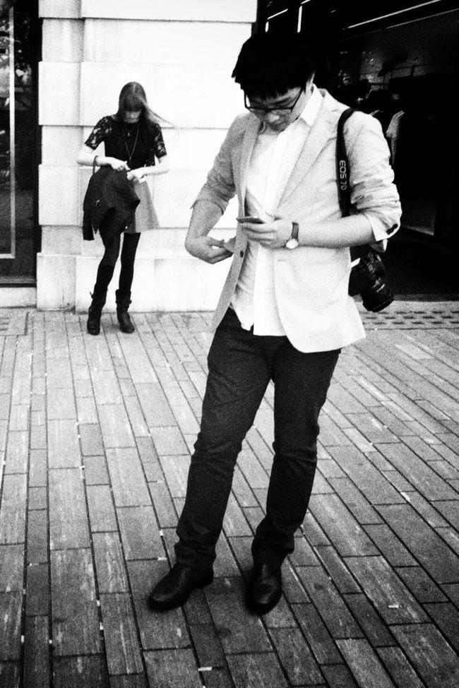 Walking Around NEM Black&white Streetphotography AMPt - Street IPhoneography Blackandwhite Streetphoto_bw Monochrome Blancoynegro Street Life Street Streetphotography_bw Flaneur NEM Street High Contrast Life In Motion Enjoying Life
