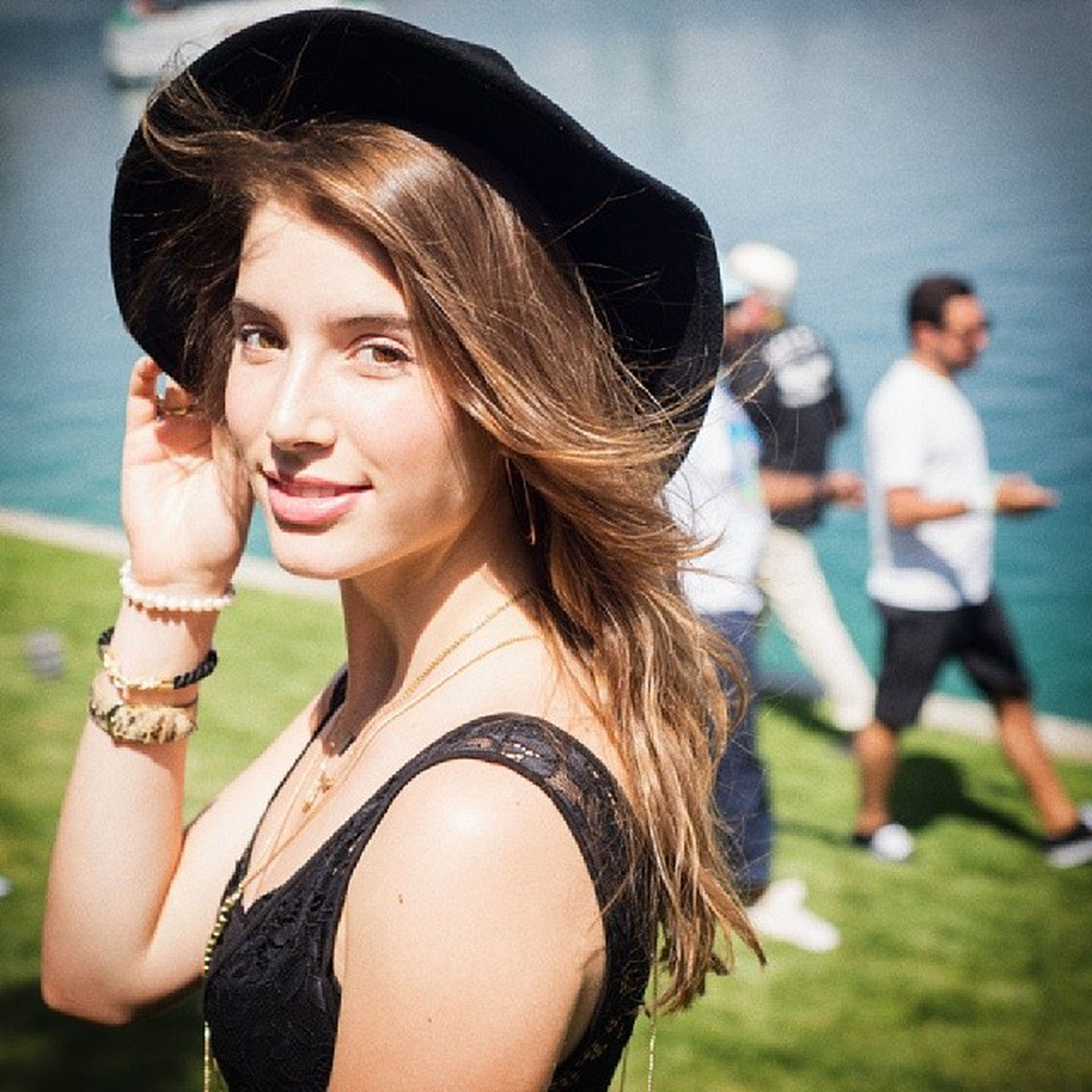 young women, lifestyles, young adult, leisure activity, focus on foreground, long hair, person, smiling, happiness, portrait, looking at camera, casual clothing, front view, brown hair, headshot, incidental people