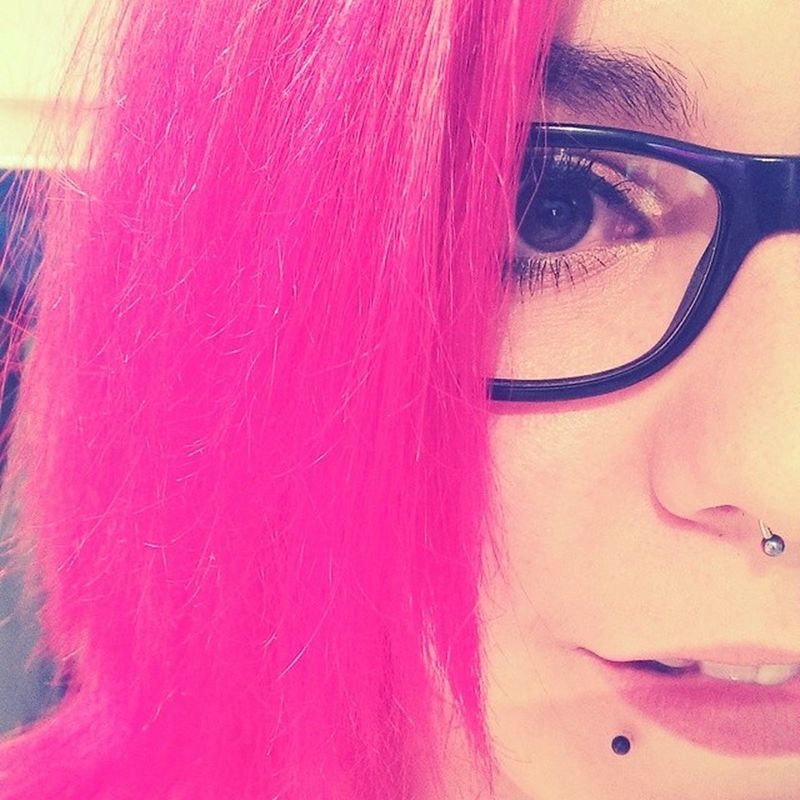 Hello world!😊 so happy with my new pink hairs😂 Selfie Septum Snakebites Rayban Bigglasses Girlswithpiercings Girlswithink Browneyes Smile Happy