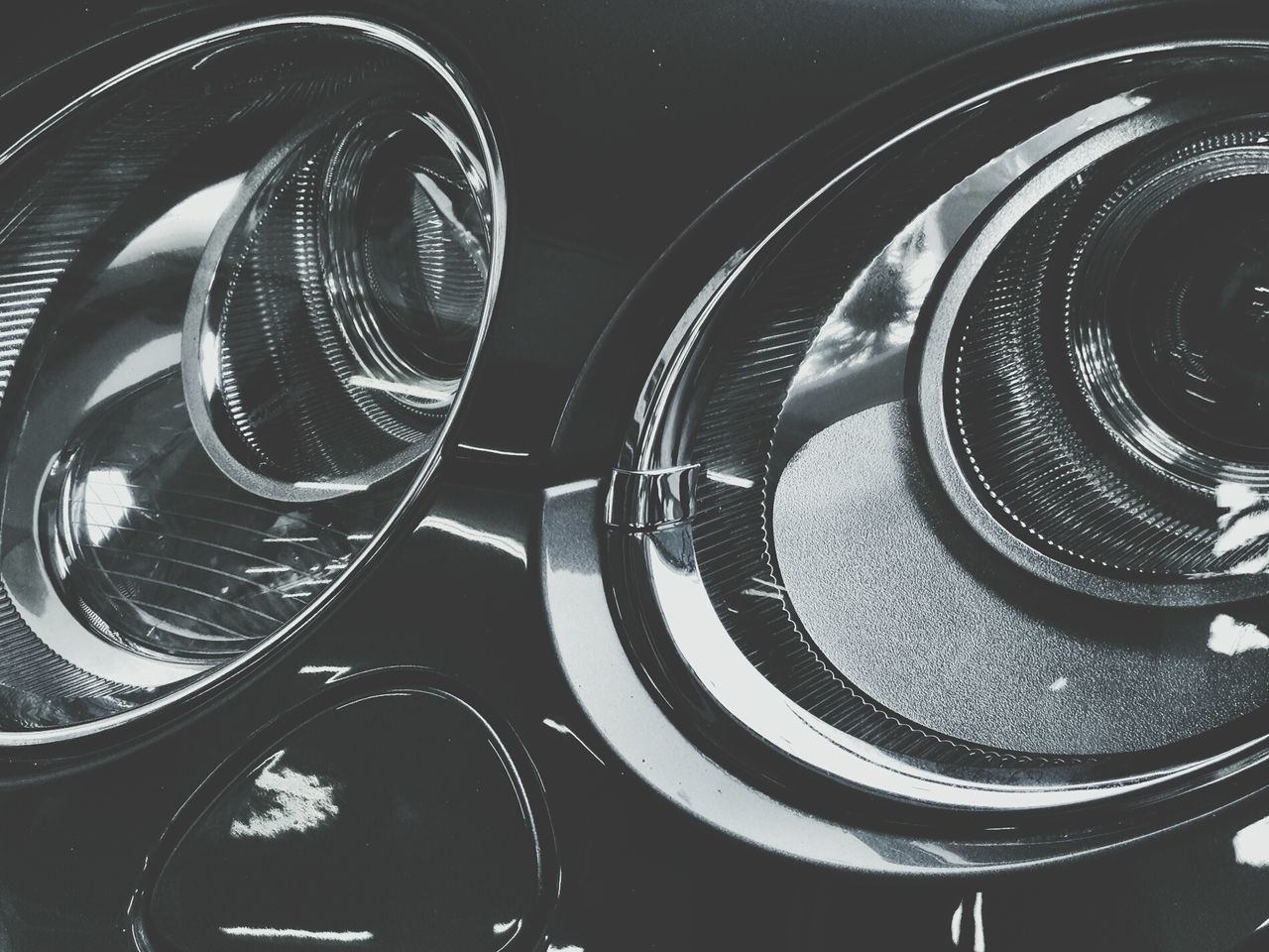 Car Hood Reflections Benly Chrome Metals Texture And Surfaces Textures Close-up Textures And Surfaces Outdoors Head Lights Head Light Circle Car Lamp Lamplight