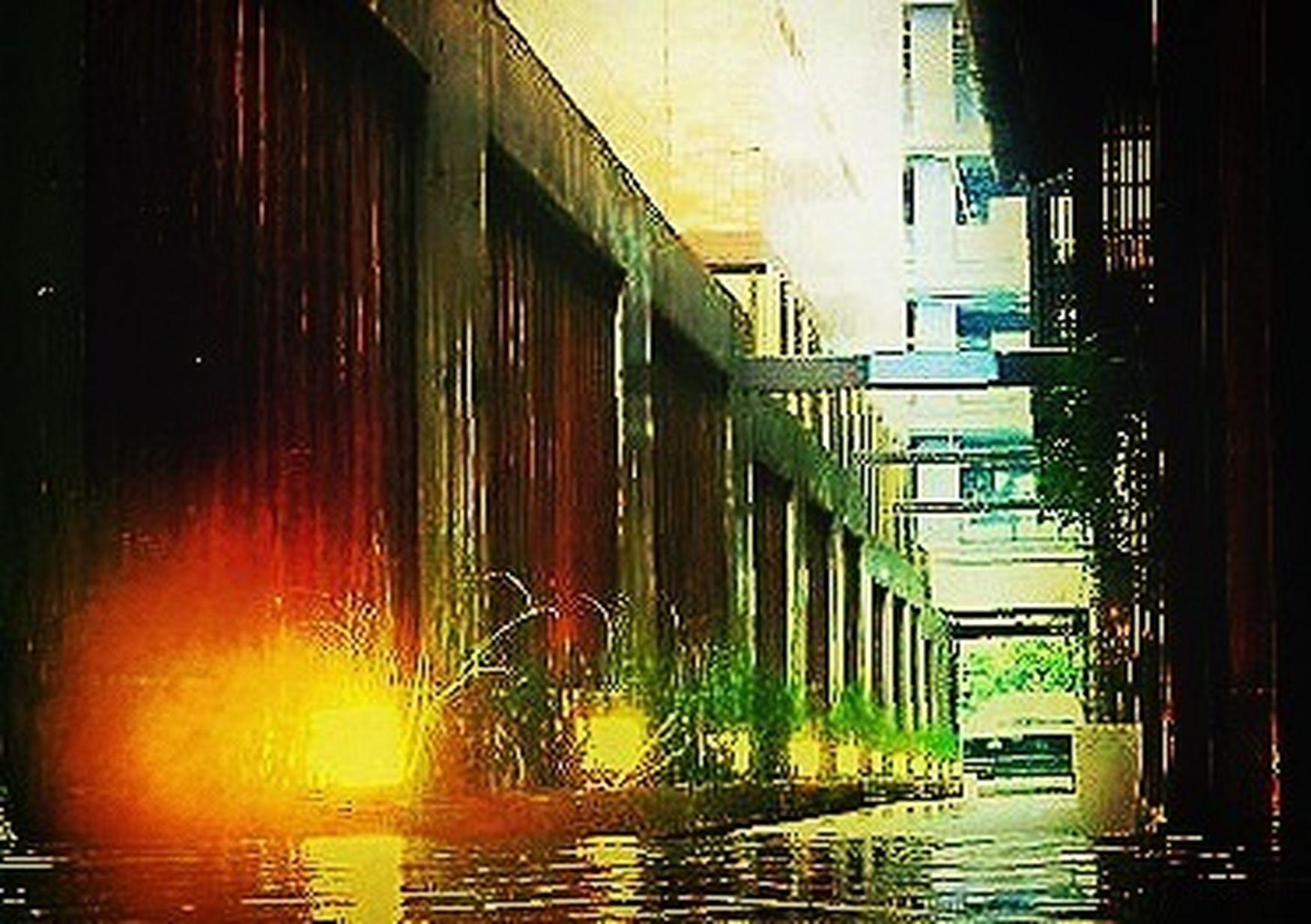 ゲリラ豪雨に遭ったので雨宿り… EyeEm Best Shots - Everything Wet ゲリラ豪雨いやだね。 Taking Shelter From Rain Salon De Royal Kyoto