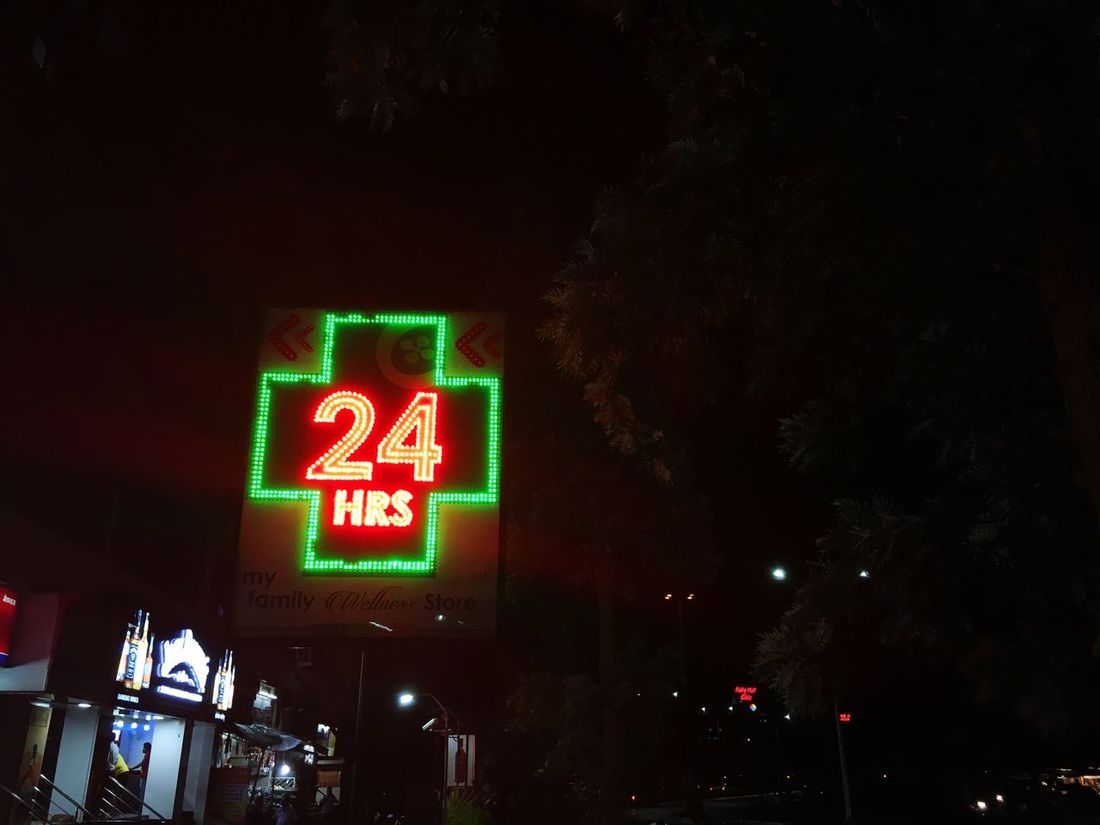24 Hours Open Citylights Flashing Red & Green Artificial Beauty Night Walk Captured IPhone 6s