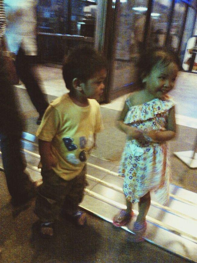 ahaha... nakakatuwang pagmasdan si calwhin bubut super friendly talaga... while we are waiting at the airport this little girl nilapitan ni calwhin at nagpick a boo bigla at super tawa na parang ang tagal na nilang magkakilala... when i asked her mom how old is she?.. ang sabi nia 4yrs old na si little girl at nagulat sya when i told her na si calwhin is just 1yr and 8months (huh? ang laking bata sabi ni ate kay calwhin) na sabi ko nalng (hindi lang po kayo ang nagsabi nyan) hehe hayst i em super proud of you my SONshine :) FutureMVP Proudmommy :)