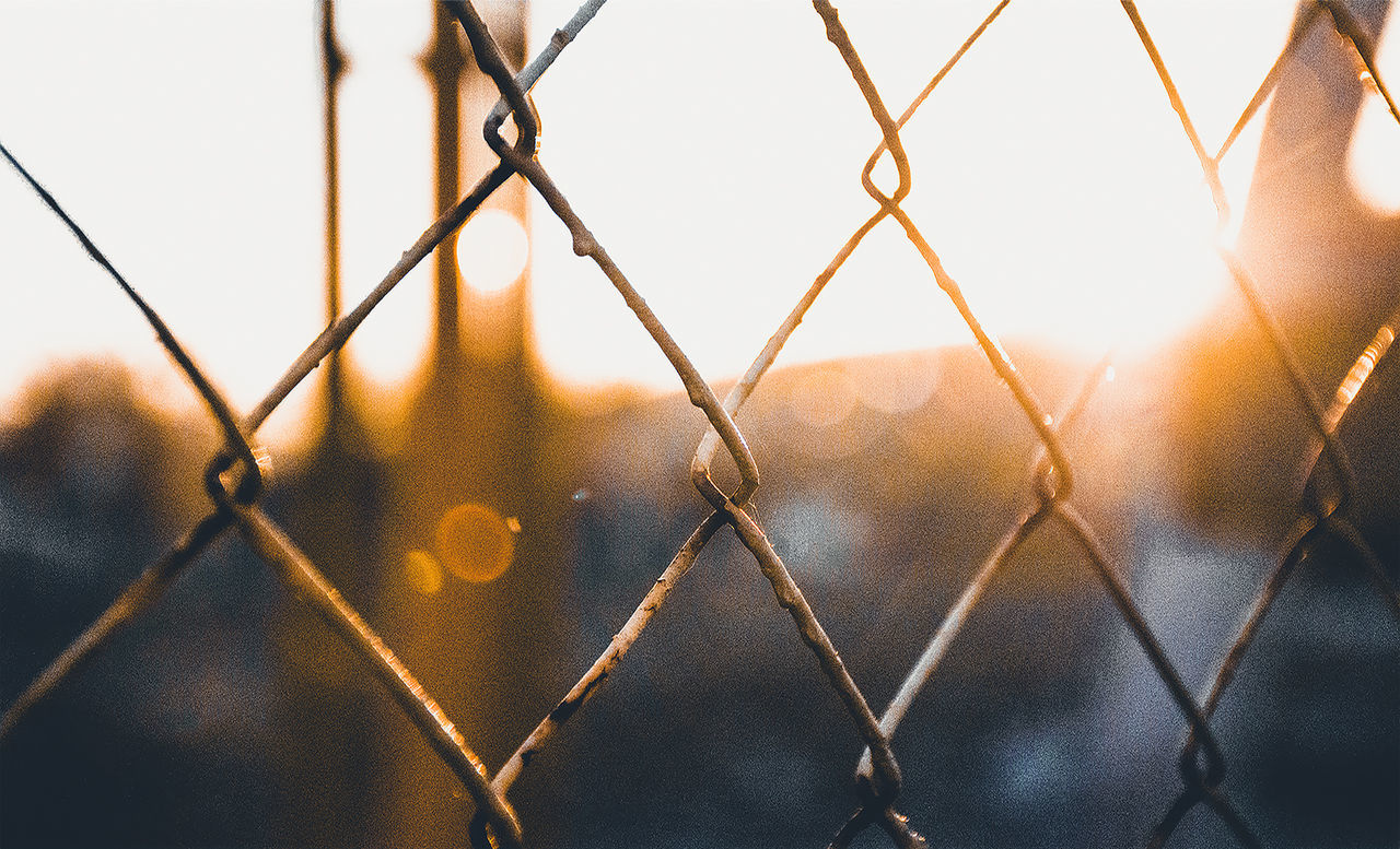 chainlink fence, protection, safety, security, metal, chainlink, outdoors, close-up, sunset, no people, day, sky, focus on foreground, full frame, sunlight, water, nature, exclusion, city