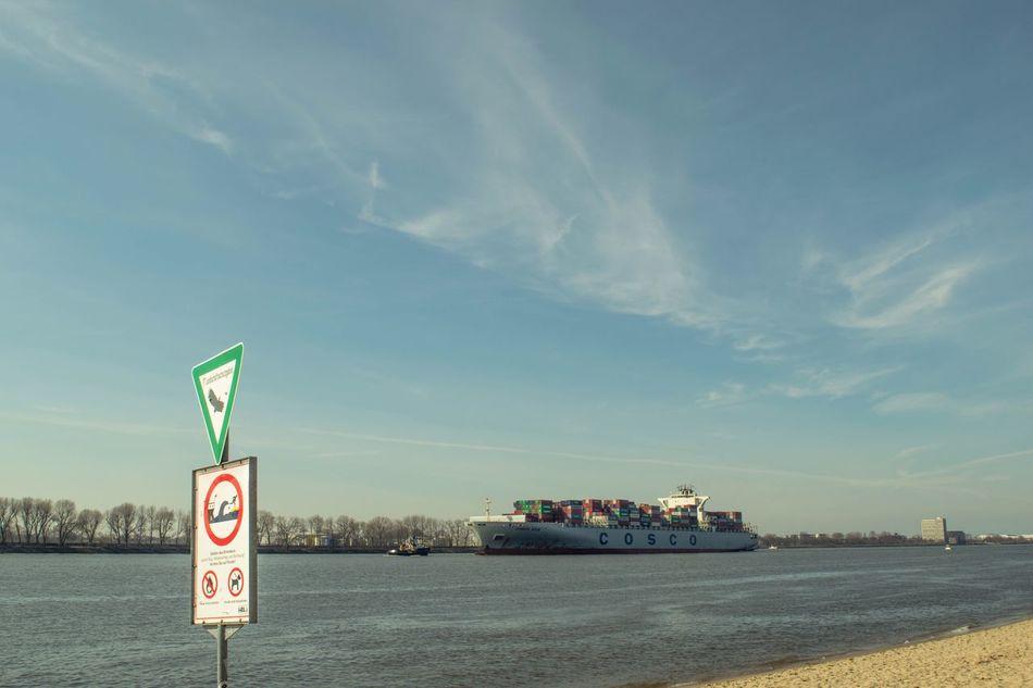 Elbe Hamburg Container Harbour River Sun Beach Schleierwolken Clouds Feel The Journey