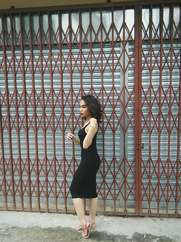 Standing Lifestyles Full Length Leisure Activity Young Women Young Adult Medium-length Hair Person Day Sister Beauty Happy Happy BlackDress Woman Malaysia Malaysia ONFLEEK ONFLEEK Beautiful