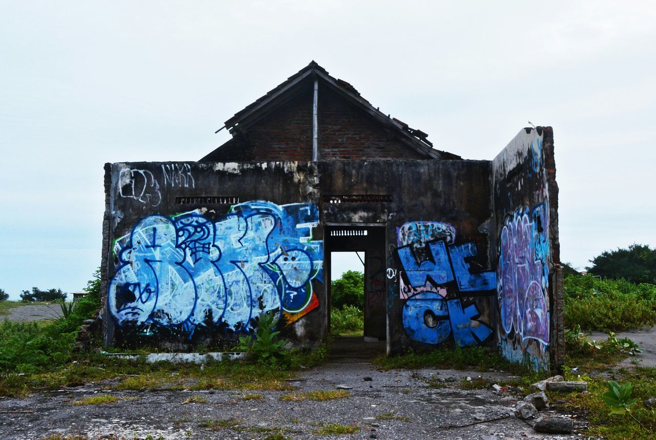 we failed to get sunset at Depok beach because it was too cloudy, but at least we've got bonus for it..... 😸😸😸 Backpacker Wanderlust My Photography Wanderer Travelphotography Built Structure Rural Scene Rural Exploration Graffiti Broken House Abandoned Damaged Architecture DamagedHouse EyeEmNewHere Miles Away