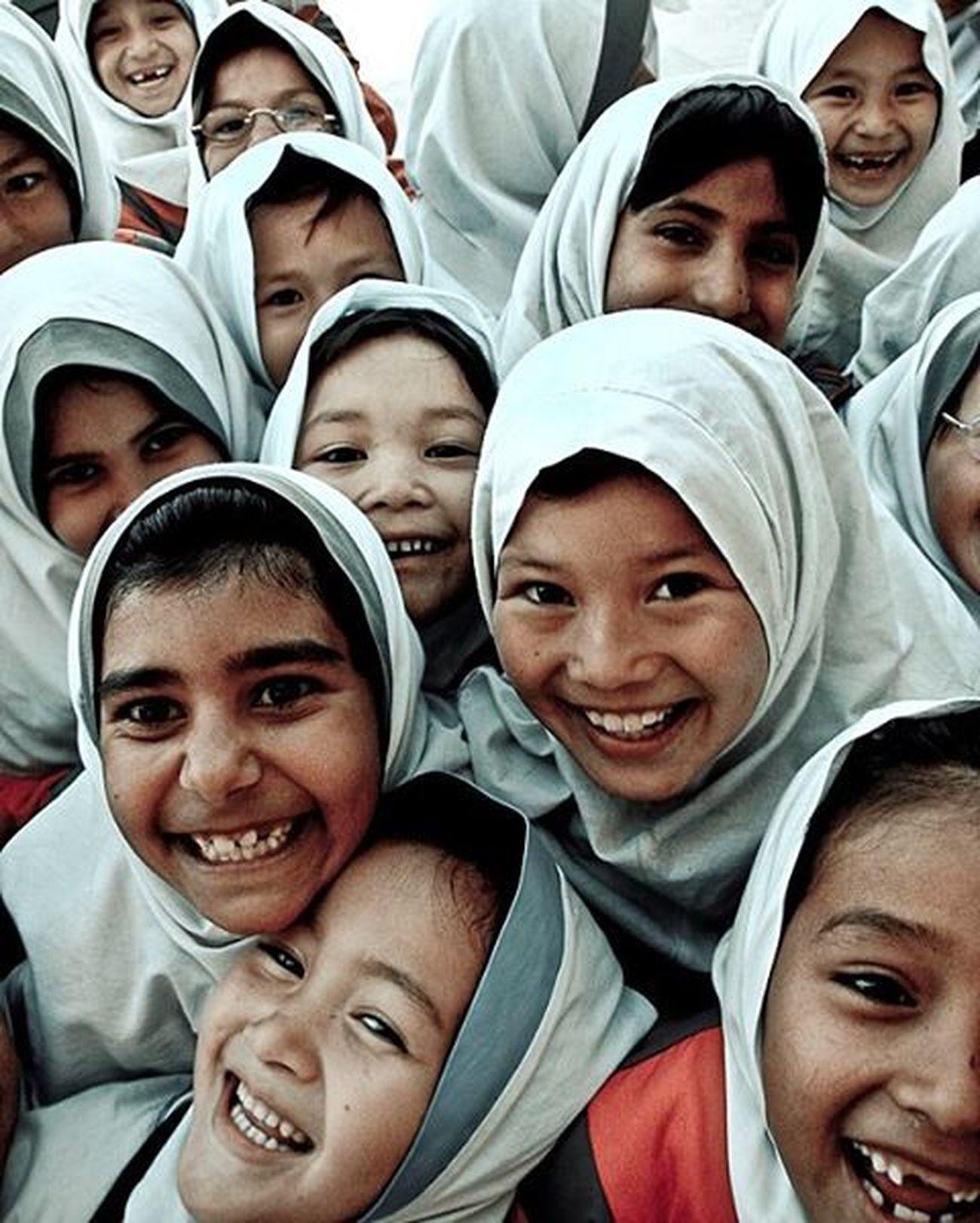 School Kids Laugh Students Girls Documentary Photojournalism Instagram Instagold Instamessage Happy Worldbestshots Afghanrefugeesiniran