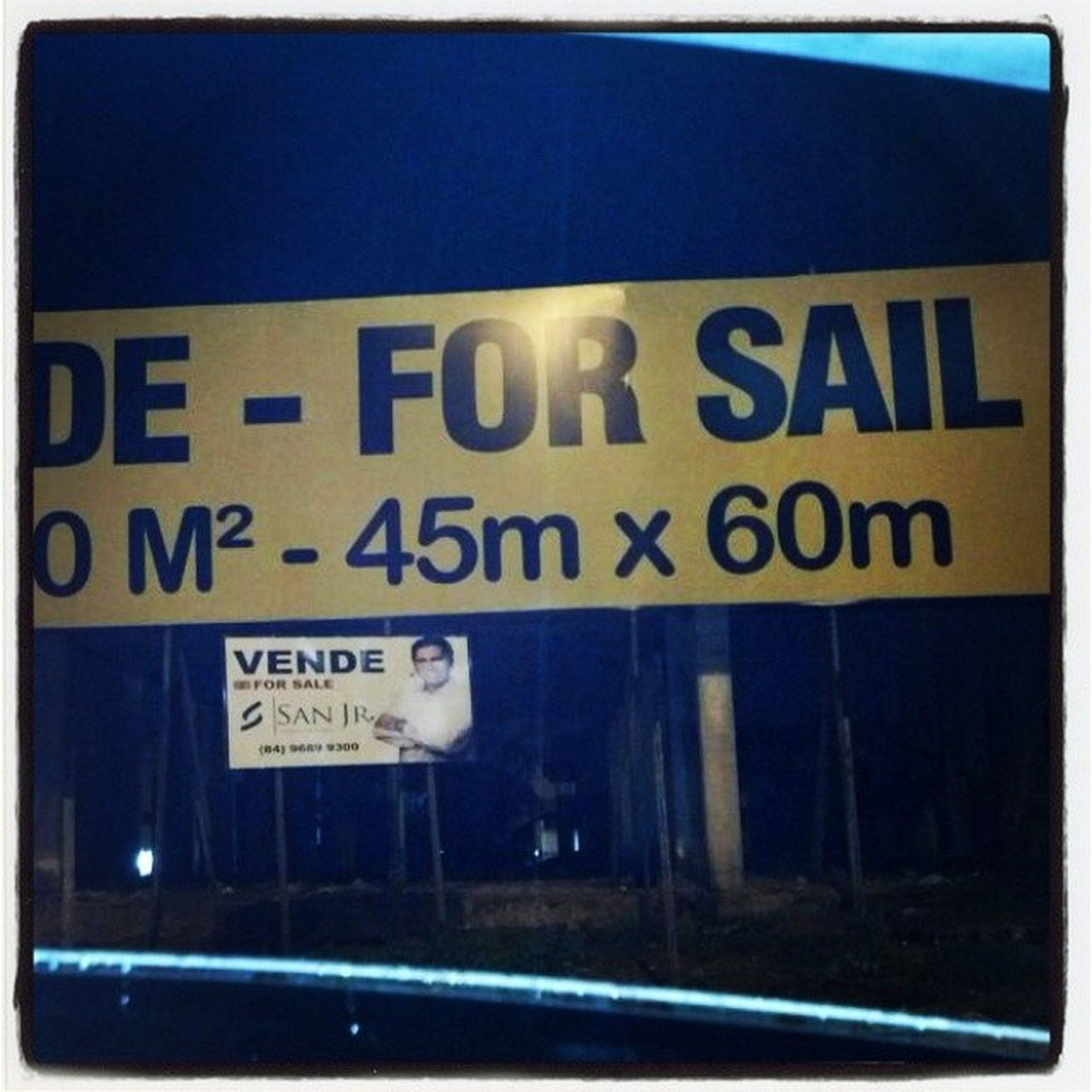 Placa gigantesca ali perto do praia shopping. Conselho: Contrate um profissional e poupe-se da vergonha ! Sailfail Quantopiormelhor
