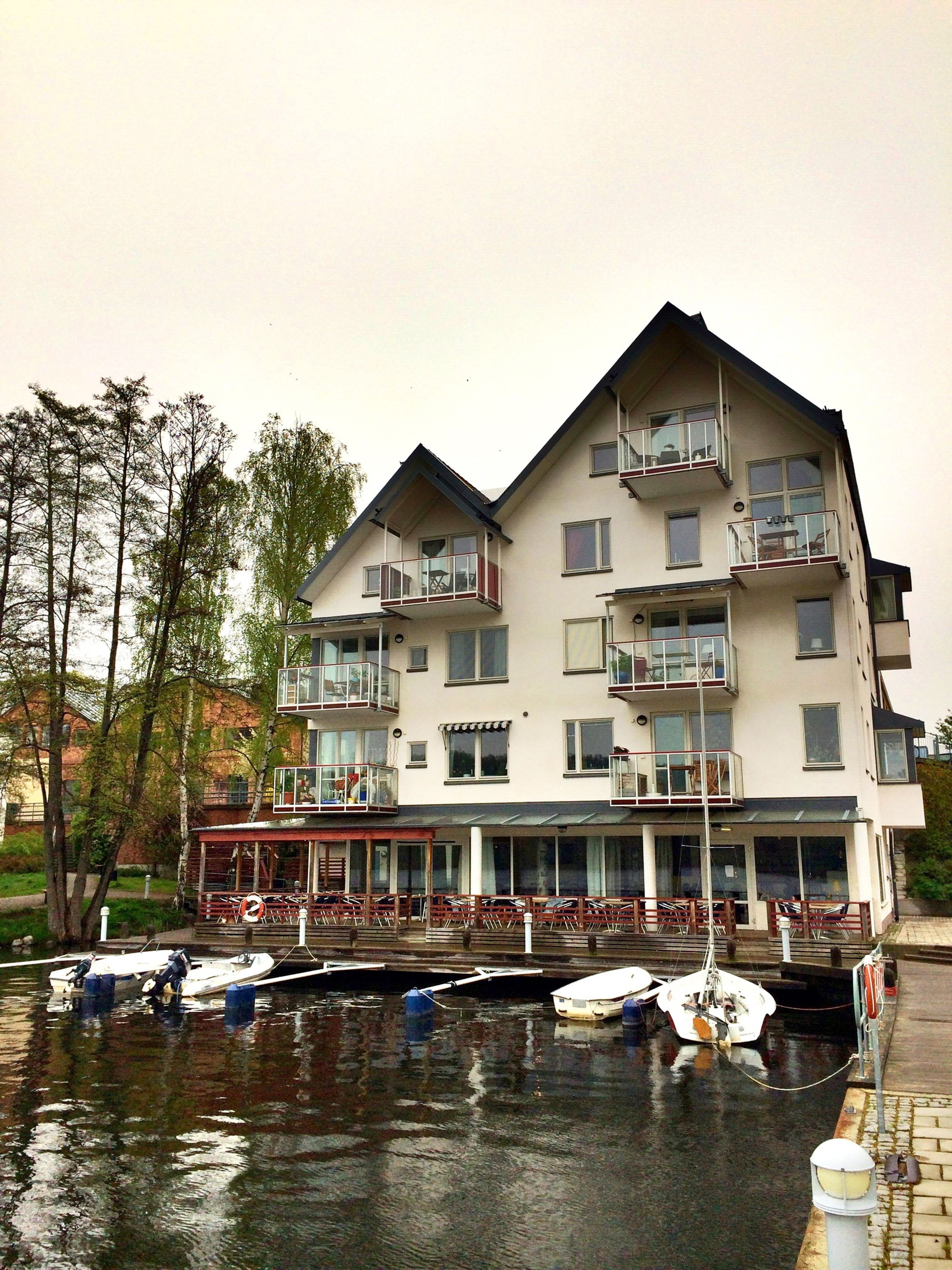 building exterior, architecture, built structure, water, nautical vessel, waterfront, moored, clear sky, boat, transportation, mode of transport, house, reflection, residential building, tree, canal, residential structure, building, day, river