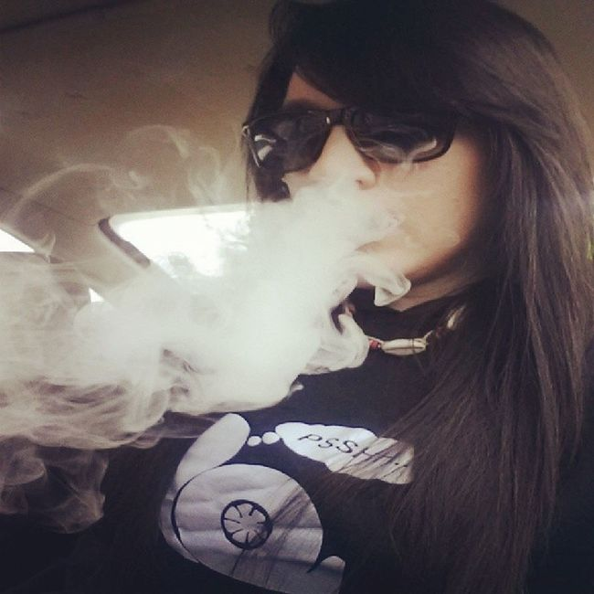 Daydream: I dream of you amid the flowers, For a couple of hours; Such a beautiful day ♥ Lupefiasco Daydreamin LetsMakeCocaineCool TurboSnail Turbo Vape VapeSmoke GirlsWhoVape Raybans DemShades