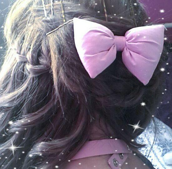 I love wearing this bow it's pretty in my hair :') Bows Bow Hairbow Pink Pretty Cute Pastel Choker Pinkcollar Brown Hair Alternative Prettyhair Plait