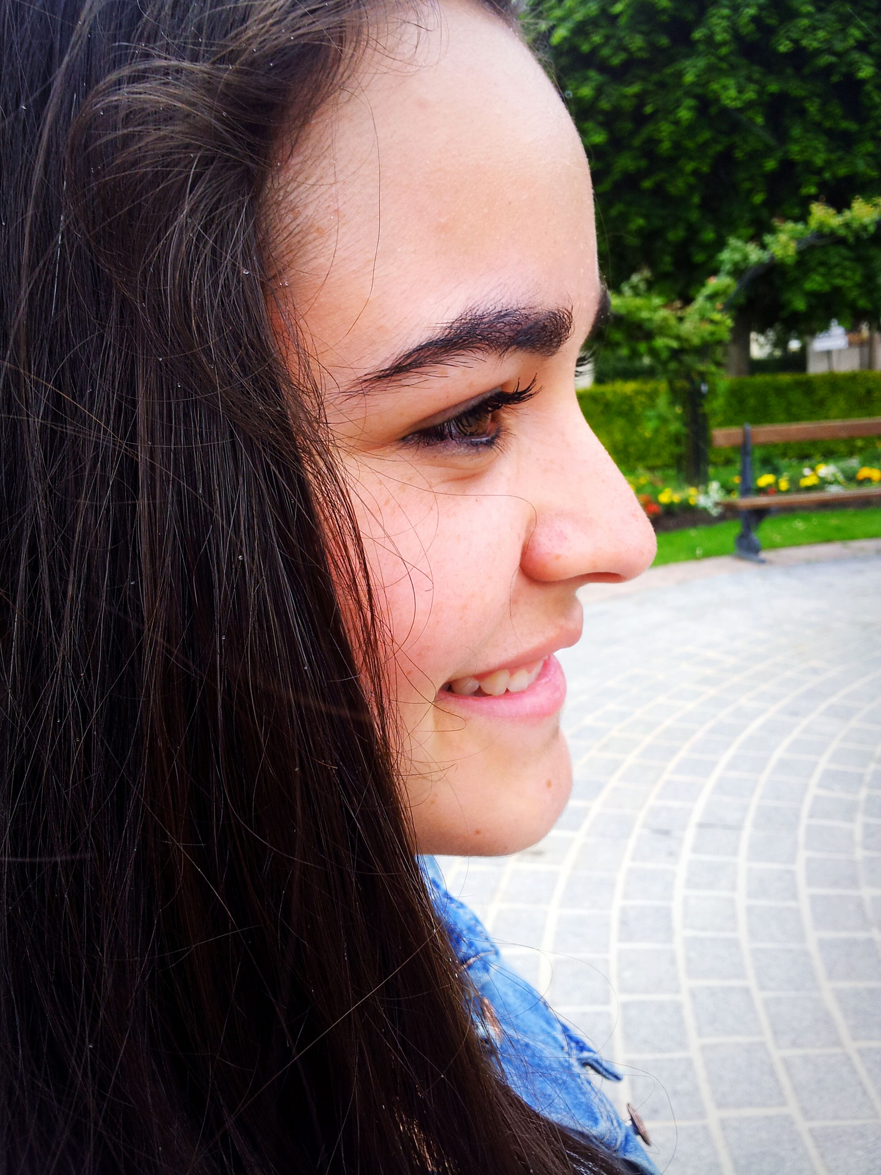 person, young adult, looking at camera, headshot, portrait, young women, lifestyles, close-up, front view, human face, long hair, leisure activity, beauty, focus on foreground, smiling, contemplation, head and shoulders