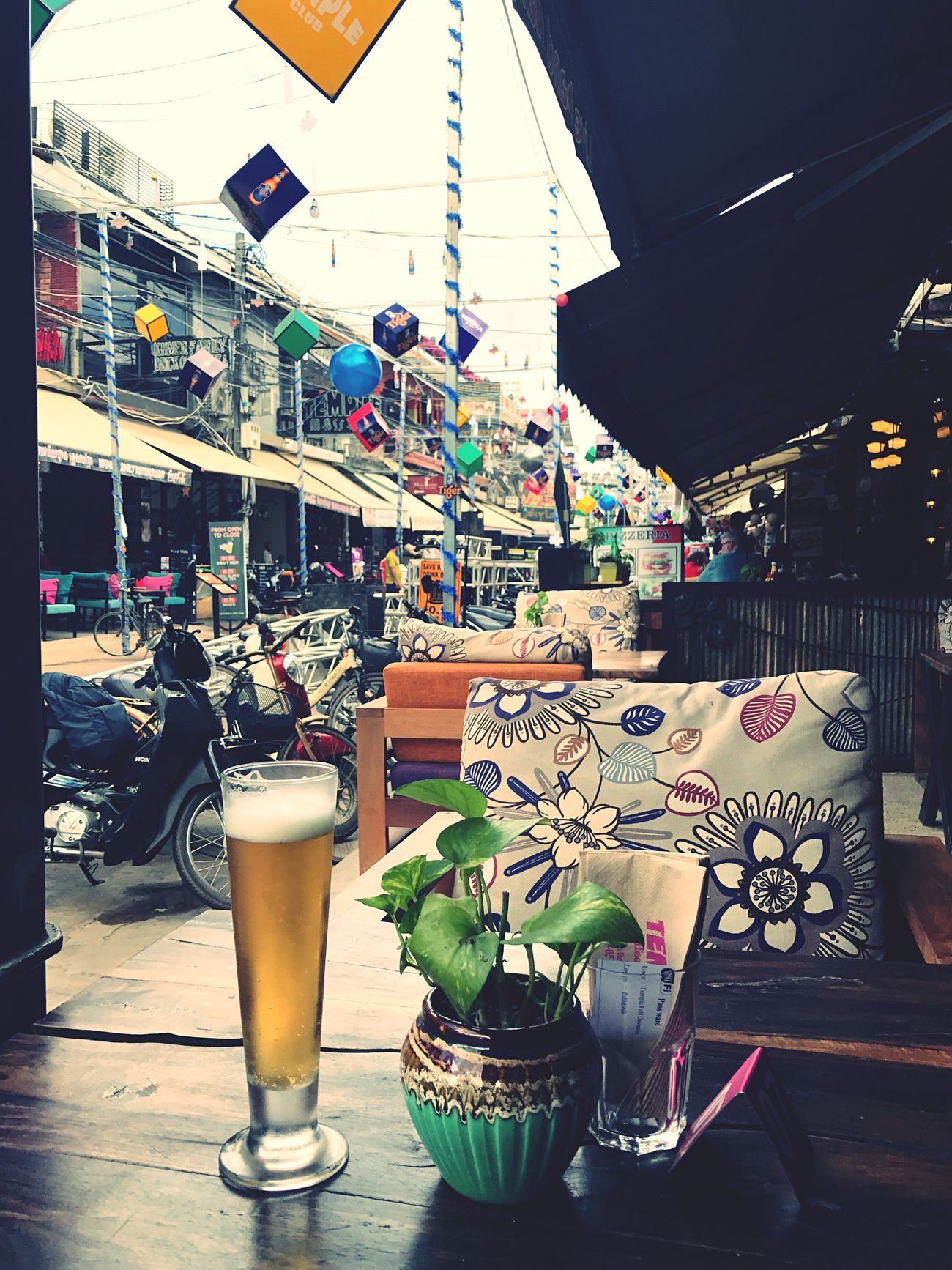 One thing I liked about being in Siem Reap was that... beer was unbelievably cheap😭 Table Variation Drink Terrace Outside Seating Glass Of Beer Public Places Pub Street Beer O'clock Happiness Thuggin Chilling Chillaxing Ice Cold Anchor Beer