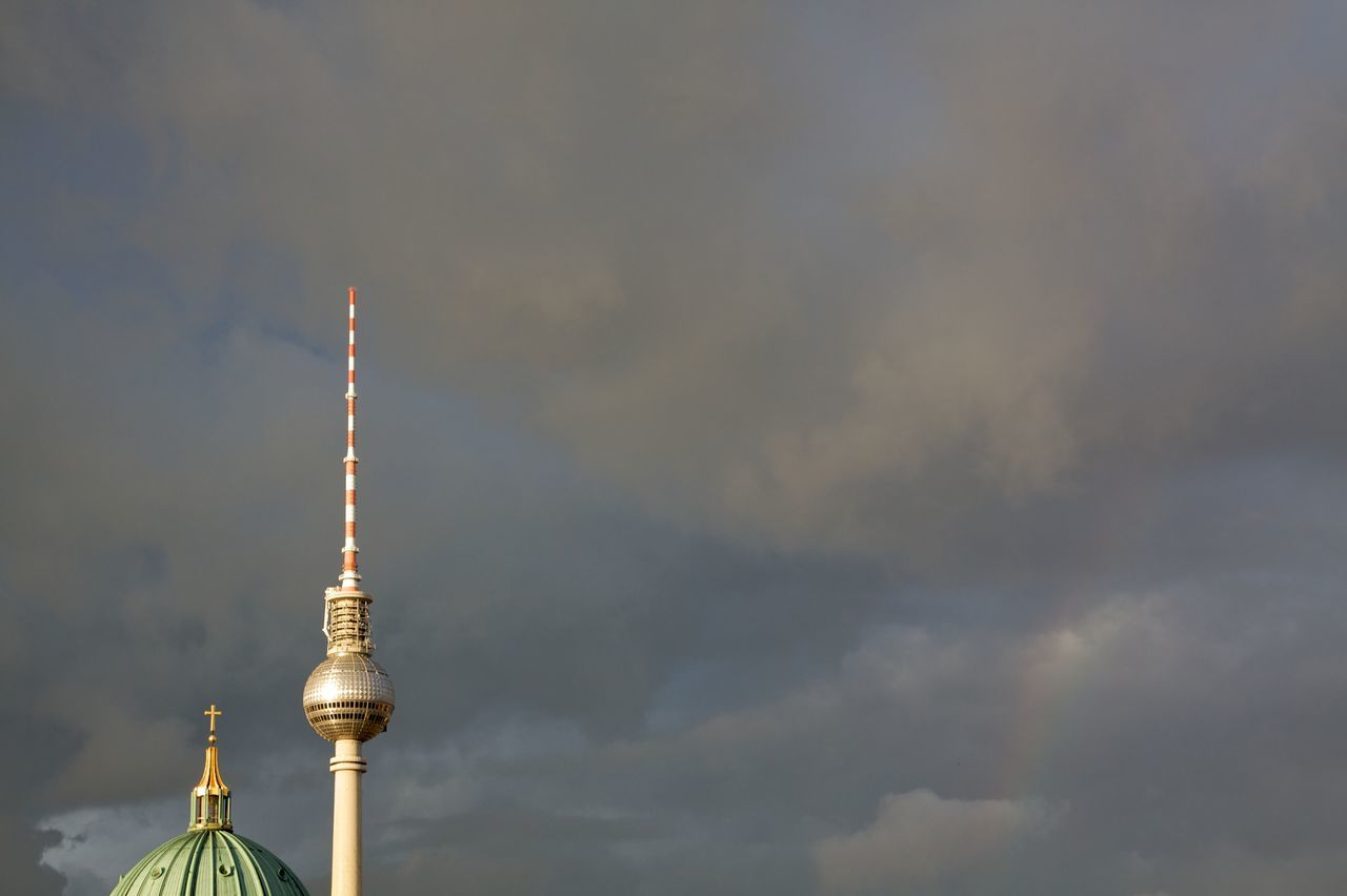 Find the rainbow! Architecture Berlin Photography Berliner Ansichten Berliner Dom Berlinstagram Church Tower City Copy Space Couple Grey Sky Landmark Landmarks My Fuckin Berlin Sky And Clouds Sky_collection Tourism Travel Destinations Two Is Better Than One Weather Photography