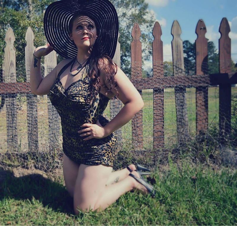 Pinup Outdoors Leopard PinUpGirl Longhair Beautiful Day Pinupstyle Pinup Photography Classylady Beautiful Bebrave  Beconfident