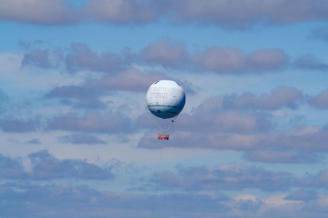 Adventure Blue Ciel Bleu Cloud Le Ballon De Paris Cloudscape Cloudy Le Balon De Paris Day detail] lifeHot Air Balloon nIdyllic cLandscape eMid-air rNo People eNon-urban Scene eOutdoors sParis sScenics sSky yTranquil Scene eTranquility yWeather r