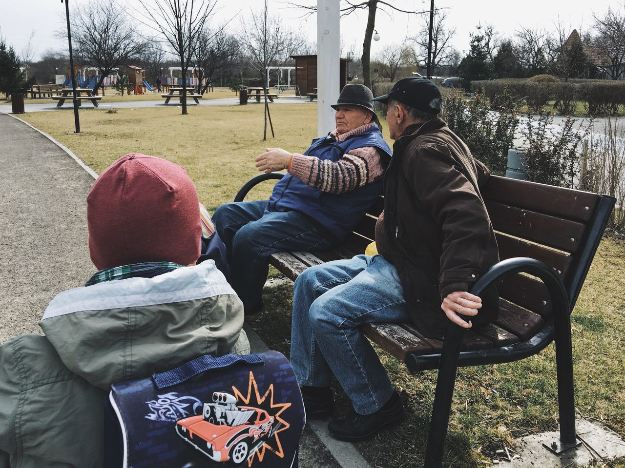 Generation gap... Warm Clothing Community Outreach Park Bench Parks Park Life Moments Of Life My Favorite Photo Fresh On Eyeem  Details Of My Life VSCO Senior Men City Life Made In Romania Discussion Relaxing Outdoors Child Street IPhone IPhoneography WeekOnEyeEm Sitting Citylife People Day