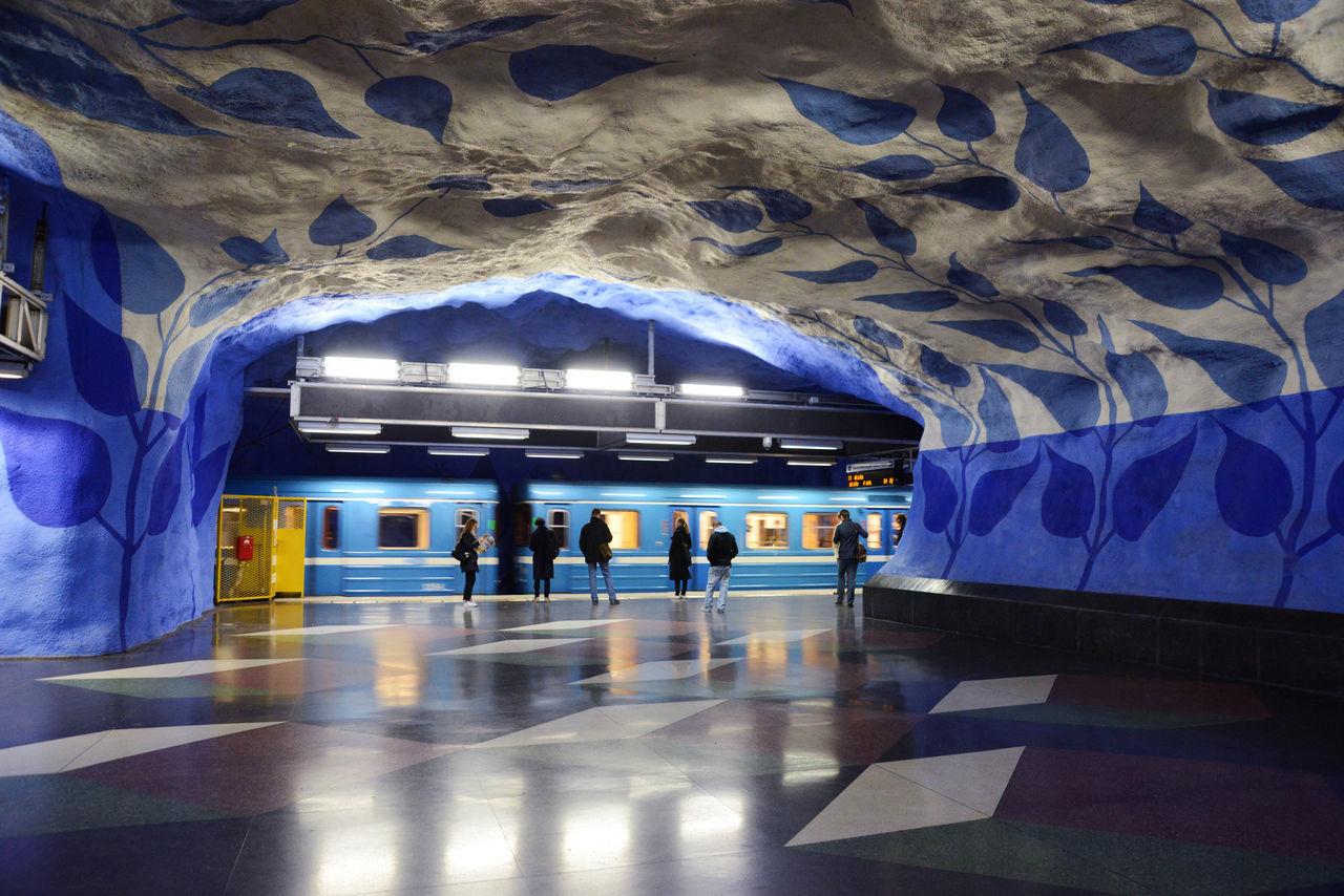 Mural Paintings Cave Ceiling Ceiling Design Illuminated Light Blue Metro Motion People Stockholm Stockholm Metro T-centralen