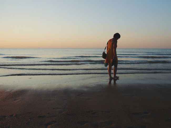 Enjoying Life Summer Views Belgium Beach Barefoot My Girl Sunset Beautiful Nature Summer Holidays Edge Of The World The Tourist Women Who Inspire You The Great Outdoors - 2016 EyeEm Awards The Portraitist - 2016 EyeEm Awards Golden Moment People And Places Sommergefühle