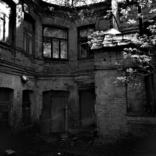 Neighborhood Map Architecture Built Structure Abandoned No People Building Exterior Day Outdoors Shadows Shadows & Lights Blackandwhite Photography Blackandwhite Black & White Bnw Bnw_friday_eyeemchallenge Bnwphotography TheWeekOnEyeEM