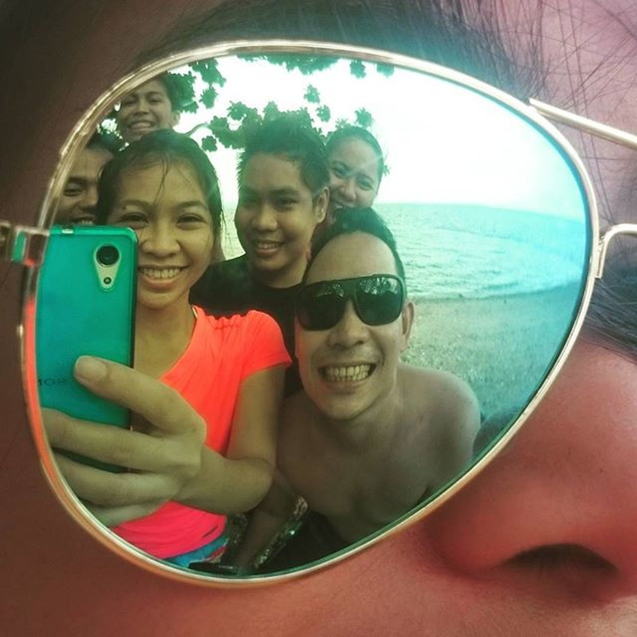 THE PESKIES BAYWATCH: Ooohhh look who's here on my flash lens? Cool kids. 😎😄😁👍👌 Peskiesonthego PlainHappiness November182015 Escapade Latepost KristinaEPICOLAF KristinaEpicCatIdeas Sonyverse XPERIA ICAN BeMoved