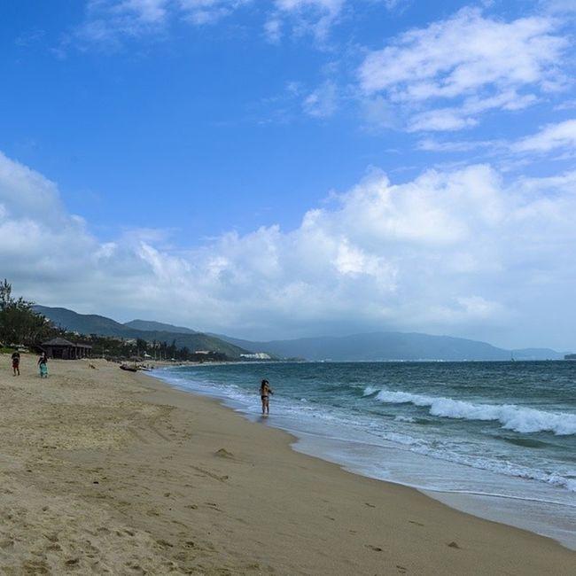 Sanya Bay Yalong Hainan sky blue sand clear sunny cloud people holiday vacation relax 三亚 海南 亚龙湾 蓝天 沙滩 晴天 云 假期 放松