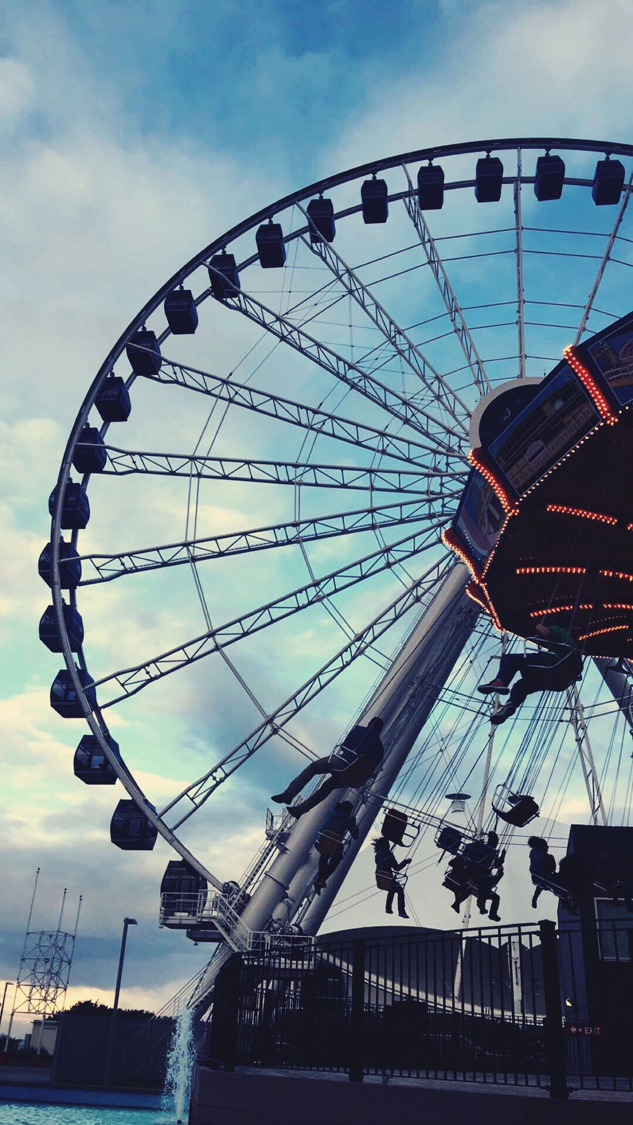 Years pass... people change...you change... even your city changes... but in the end change is always good and everything just keeps getting better Chicago Architecture Chicago Home Is Where The Art Is Ferris Wheel Navy Pier New Ferris Wheel First Eyeem Photo
