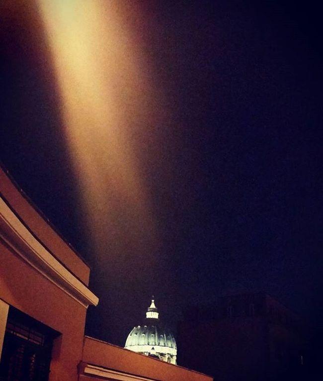 Dettaglidiroma LOVES_ROMA_ LOVES_LAZIO_ LOVES_UNITED_LAZIO Loves_lazio Loves_united_roma Loves_roma Igersroma Visitroma Myrome Lazioisme Igersitalia Volgoroma Volgoitalia Bestlaziopics Bestitaliapics Rionideroma Visititalia Earth_escape Mylittleitaly Church SanPietro Night Picoftheday Rome light moment