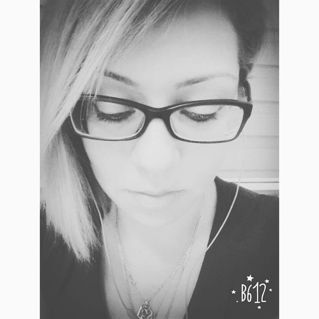 Sometimes... Funnygirl Hi! Smile Iyiyim Lifestyles Portrait Of A Woman Enjoying Life Gulumse Keyifleryerinde Geridondum Illbeok Myfight Turnback Cheese! Smile ✌ Uglygirl  Hello World EyeEm EyeEm Gallery Bnw Blackandwhite Portrait Blackandwhite Photography Bnw_collection