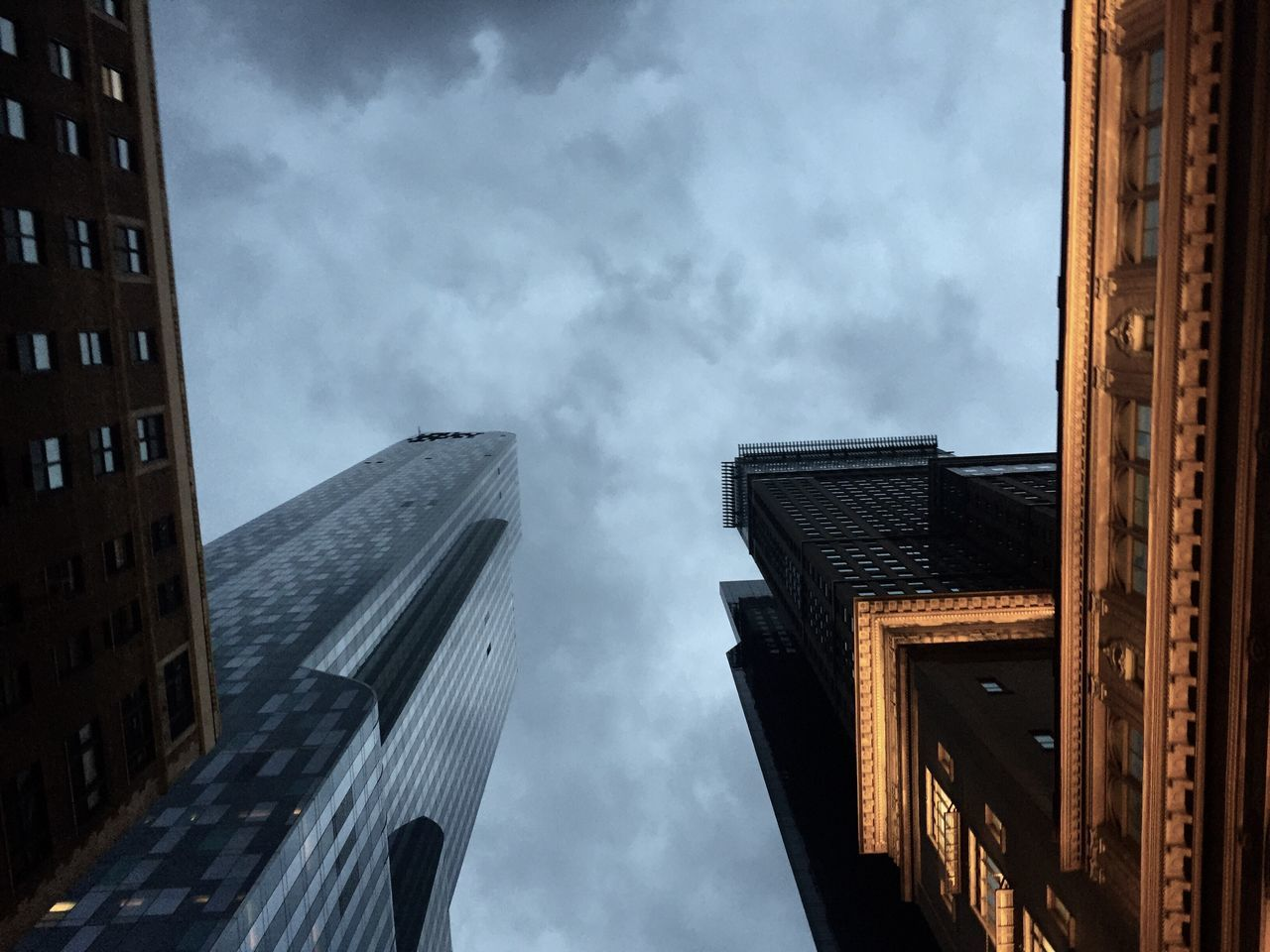 architecture, building exterior, built structure, sky, low angle view, cloud - sky, outdoors, skyscraper, modern, city, day, no people