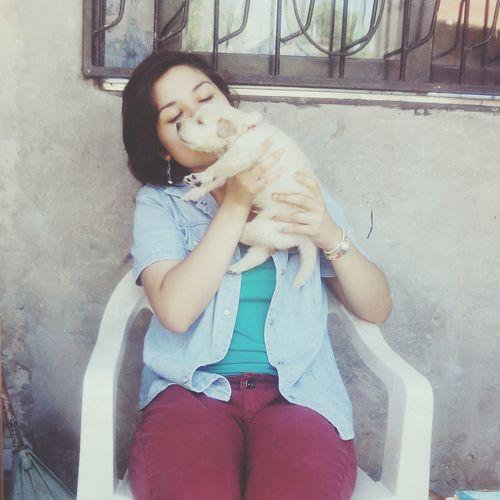 Cuanta paz hay en tus brazos, cuanta paz me das.. TeAmoo♥ Chemahermoso Mydog♡ Chemademivida