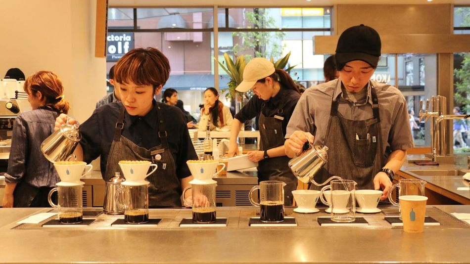 Blue Bottle Coffee People Working Occupation Real People Streetphotography On The Road EyeEm Gallery Taking Photos City Life Finding New Frontiers Expresso  Expresso Coffe Coffee Drip Shinjuku Art Is Everywhere Taking Photo Work Hard Professional Coffee Shop Daily Project