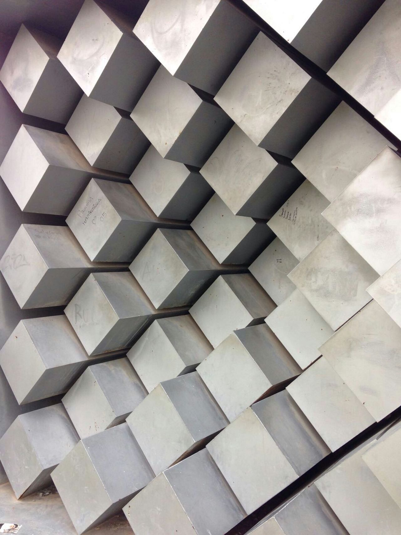 I like how the light moves between the elements. Metal Cubic Surface Three Dimentional Wall Surface Textures And Surfaces Surface Cubes Metal Shades Of Grey Dimensions Dimensions Intersection Pattern Pattern, Texture, Shape And Form Patterns Pattern Pieces Valencia, Spain