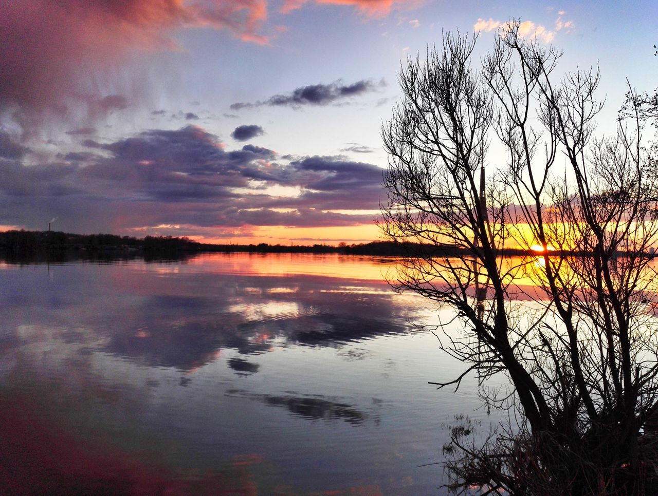 Reflection Sunset Sky Nature Scenics Cloud - Sky Beauty In Nature Water Tranquility Tree Landscape Horizon Over Water City Sky_collection River Water_collection Sunset_collection