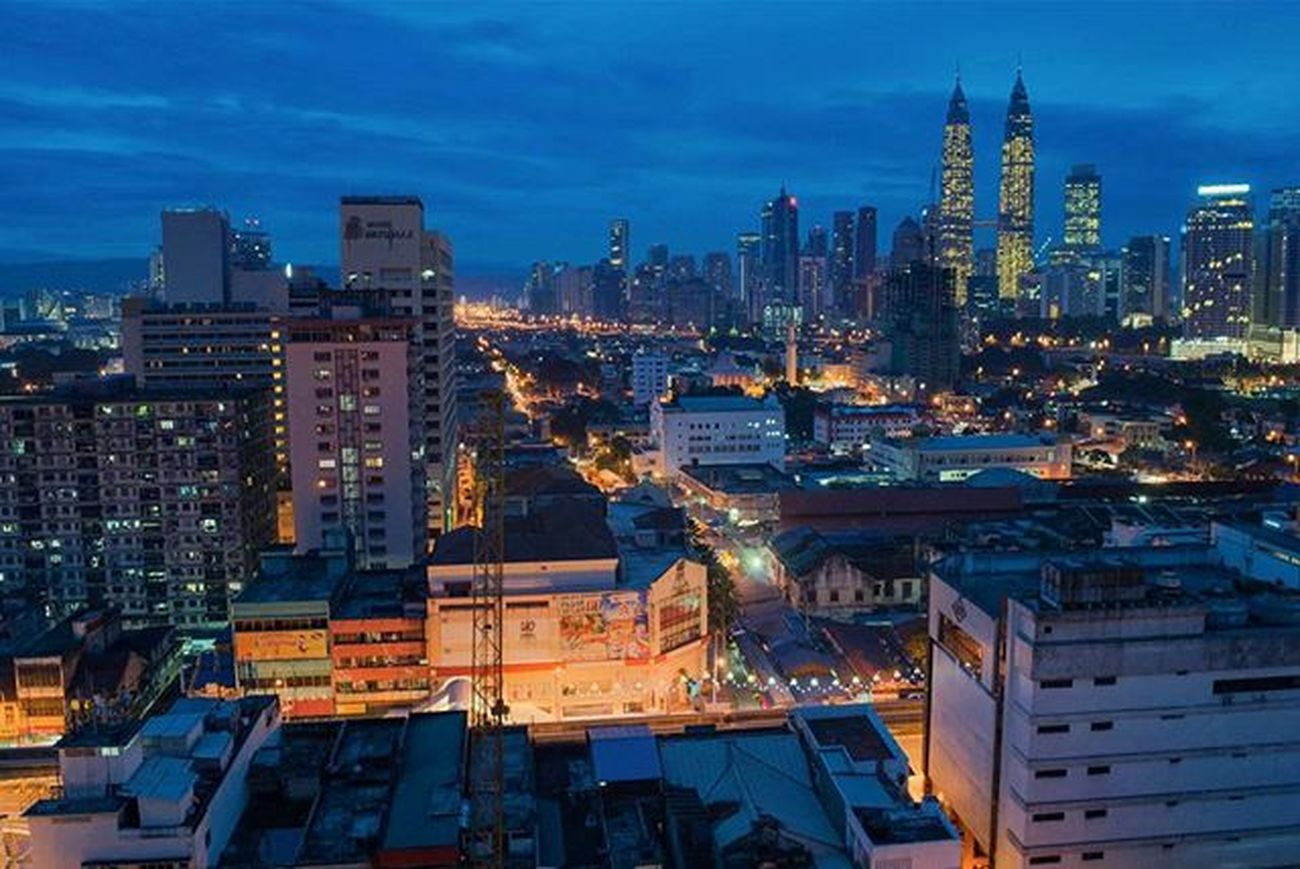Throwback. Morning at Kuala Lumpur. This view form GM Plaza Chow Kit,Malaysia. Gmplazachowkit Bluehour Nikond3000photography Nikon Nikond3000photography Nikond3000 Kualalumpur Bluehour Malaysia Magicpict Ordinaryday Ordinarybeauty Archweek Archweekend Adarchitecturebucketlist Chiarchitecture Architecture_hunter Architecture Archdailly Instagood Instadaily Bluesky Twintowers The_architect light asia beautiful beautifulday