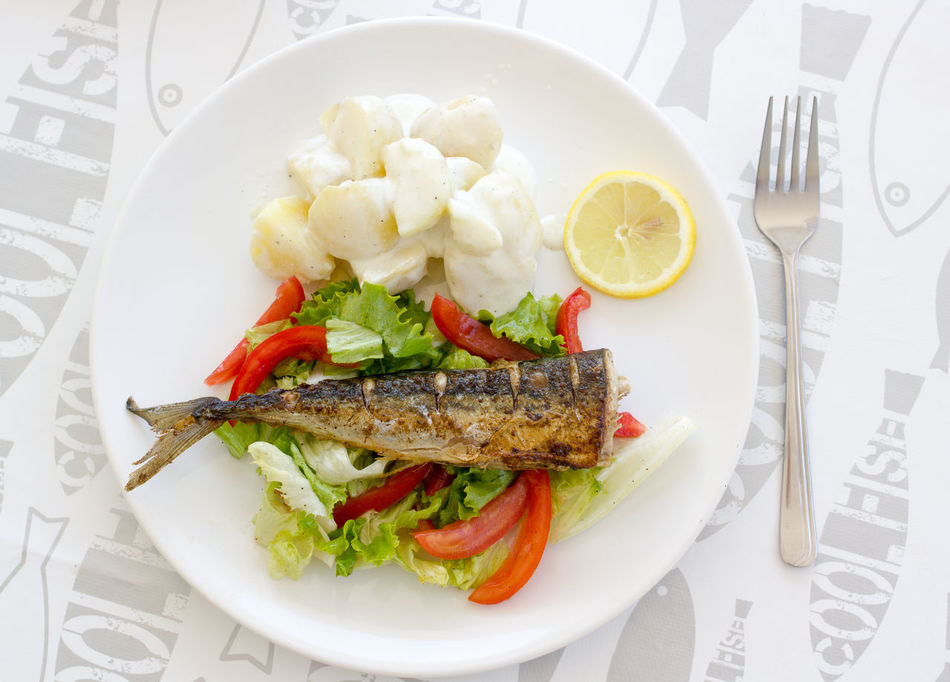 Grilled mackerel with fresh salad and potetoes. Colorful Cooking Delicious Dinner Eat Eating Fish Fresh Fried Gourmetfood Kitchen Lemon Mackerel Meal Meat Mediterranean Food Oliveoil Potetoes Prepared Roast Salad Seafood Seasonal Vegetables Youghurt