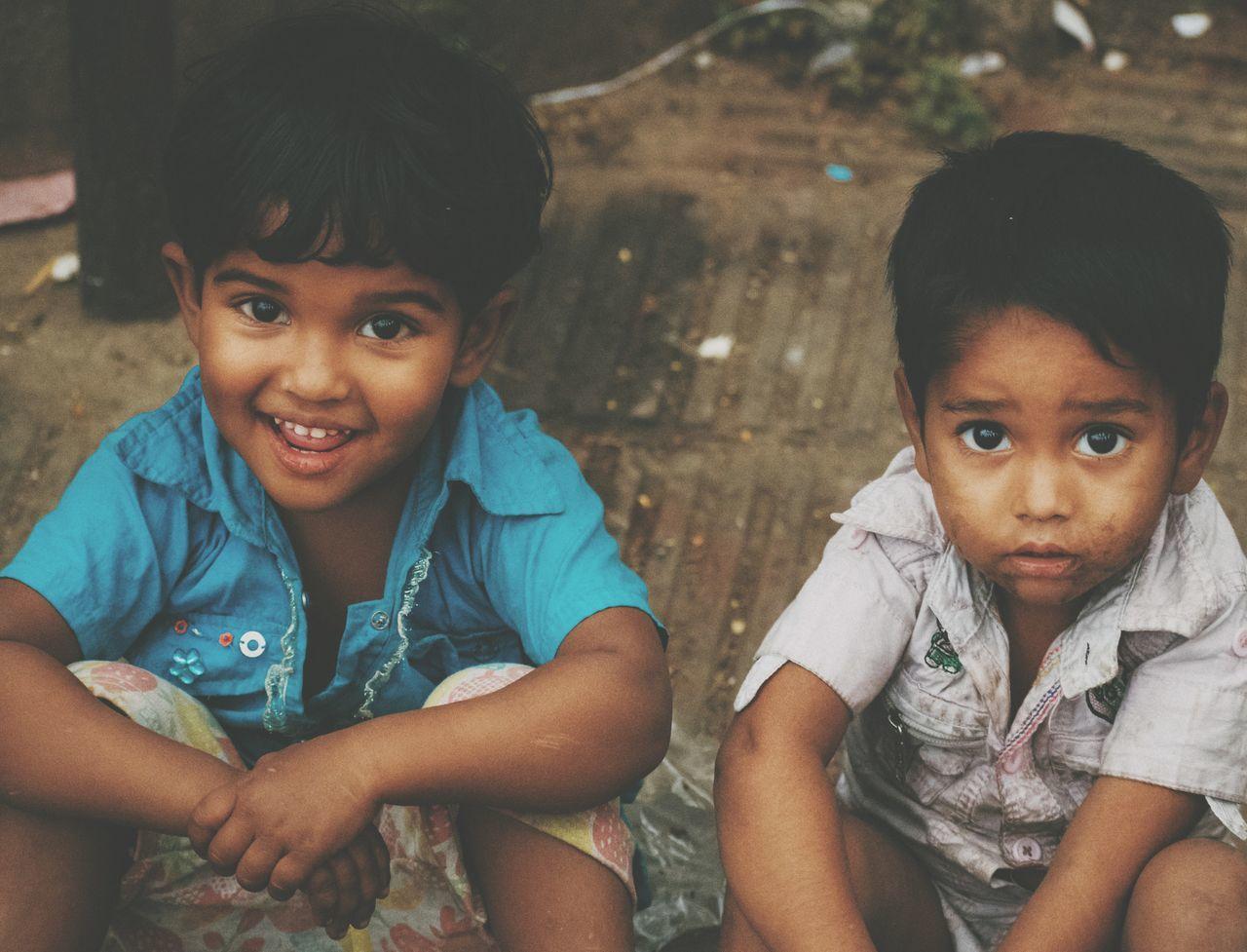 Loved their innocence! Kids Sitting Poor  Poor Children Streetphotography Street Childhood Close-up Tones Innocence Innocent Cute Roadside Dhaka, Bangladesh Dhaka